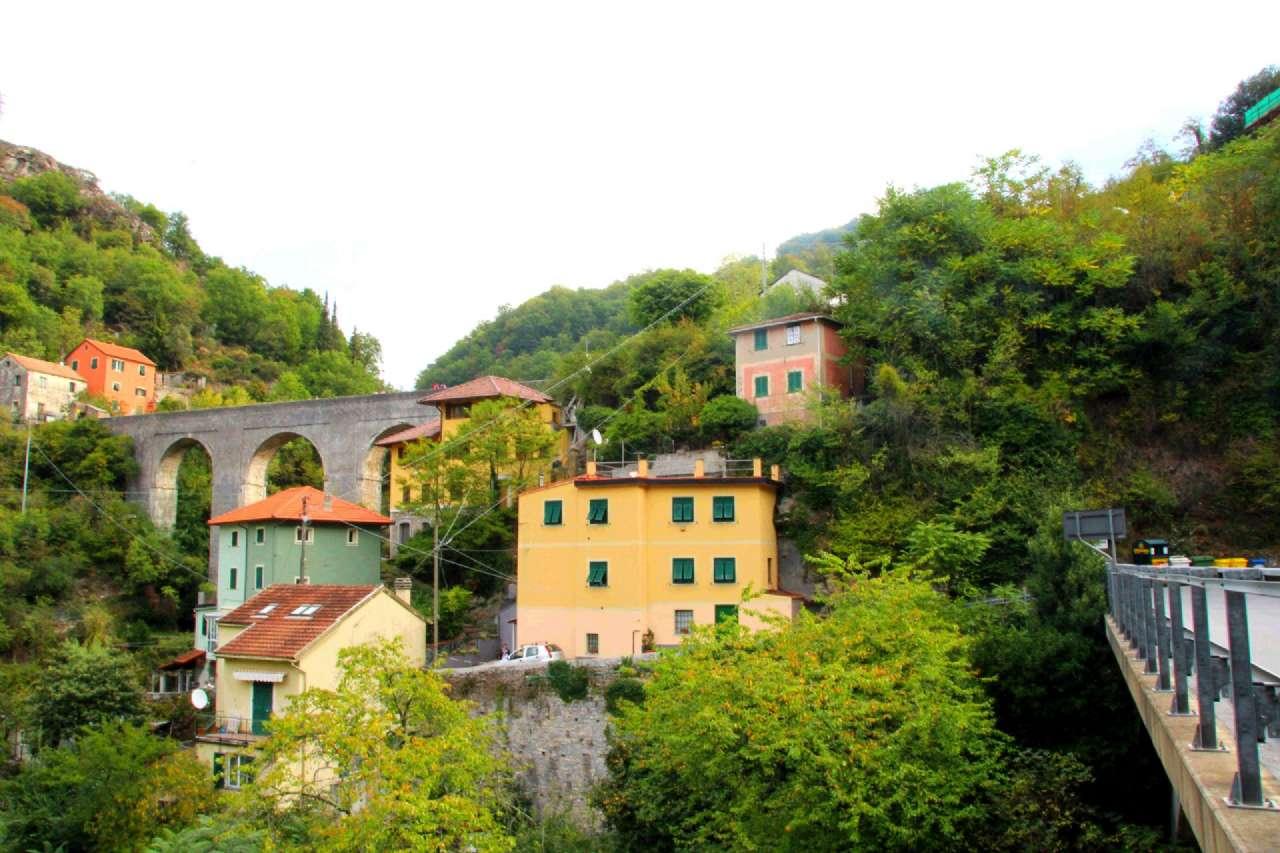 Foto 1 di Casa indipendente Genova