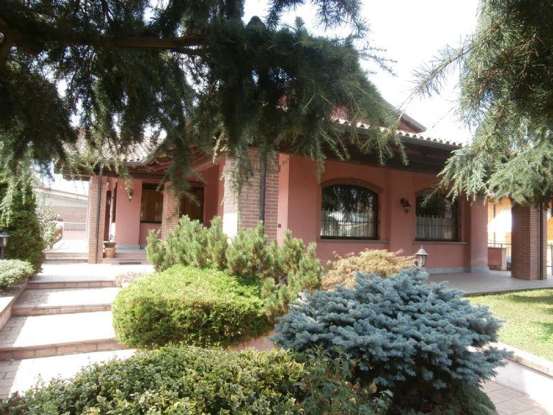 Villa in vendita a Poirino, 12 locali, prezzo € 365.000   CambioCasa.it
