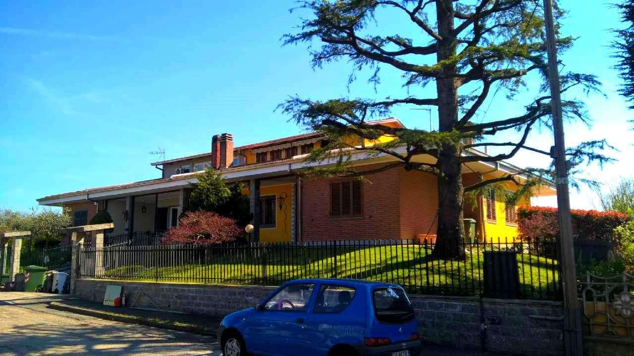 Villa in vendita a Cambiano, 10 locali, prezzo € 395.000 | CambioCasa.it