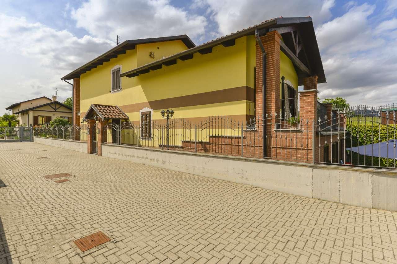 Villa in vendita a Trofarello, 8 locali, prezzo € 715.000 | CambioCasa.it