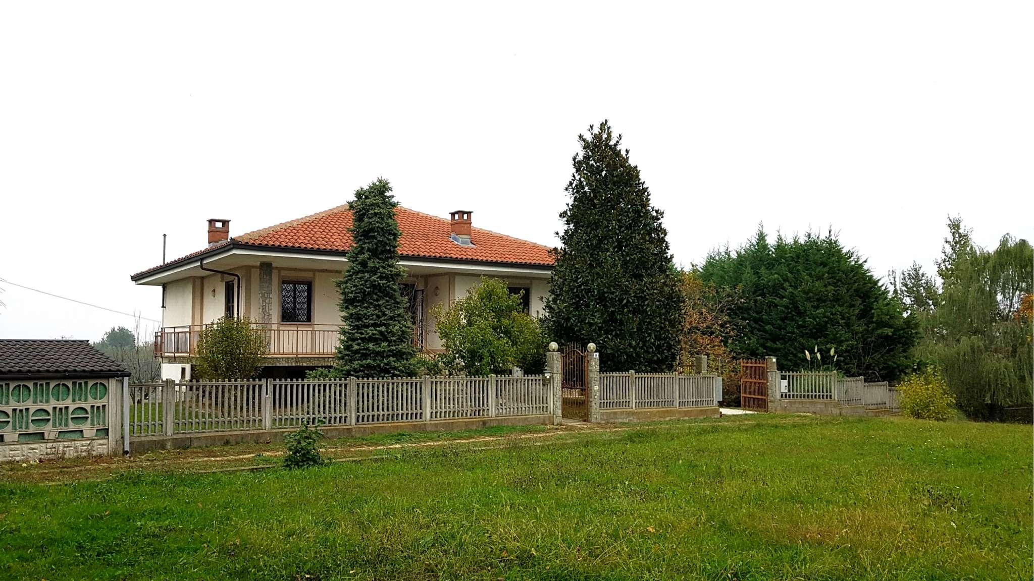 Villa in vendita a Cellarengo, 5 locali, prezzo € 165.000 | CambioCasa.it