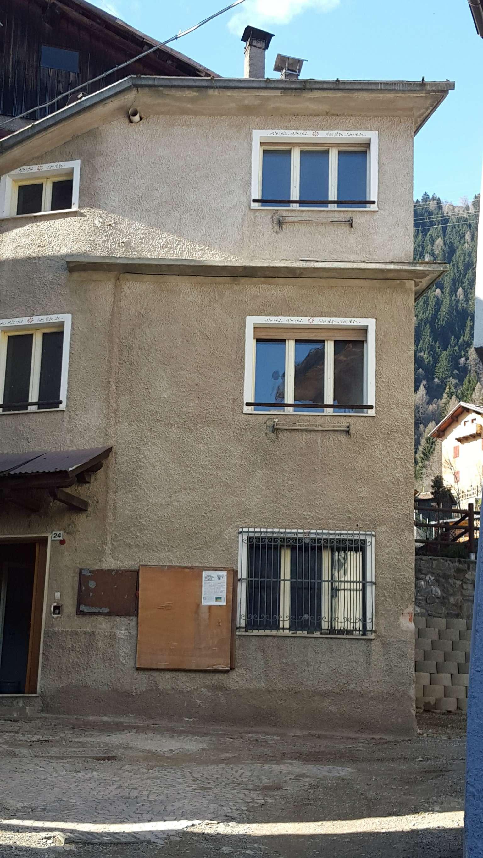 Porzione di casa da ristrutturare in vendita Rif. 5005993