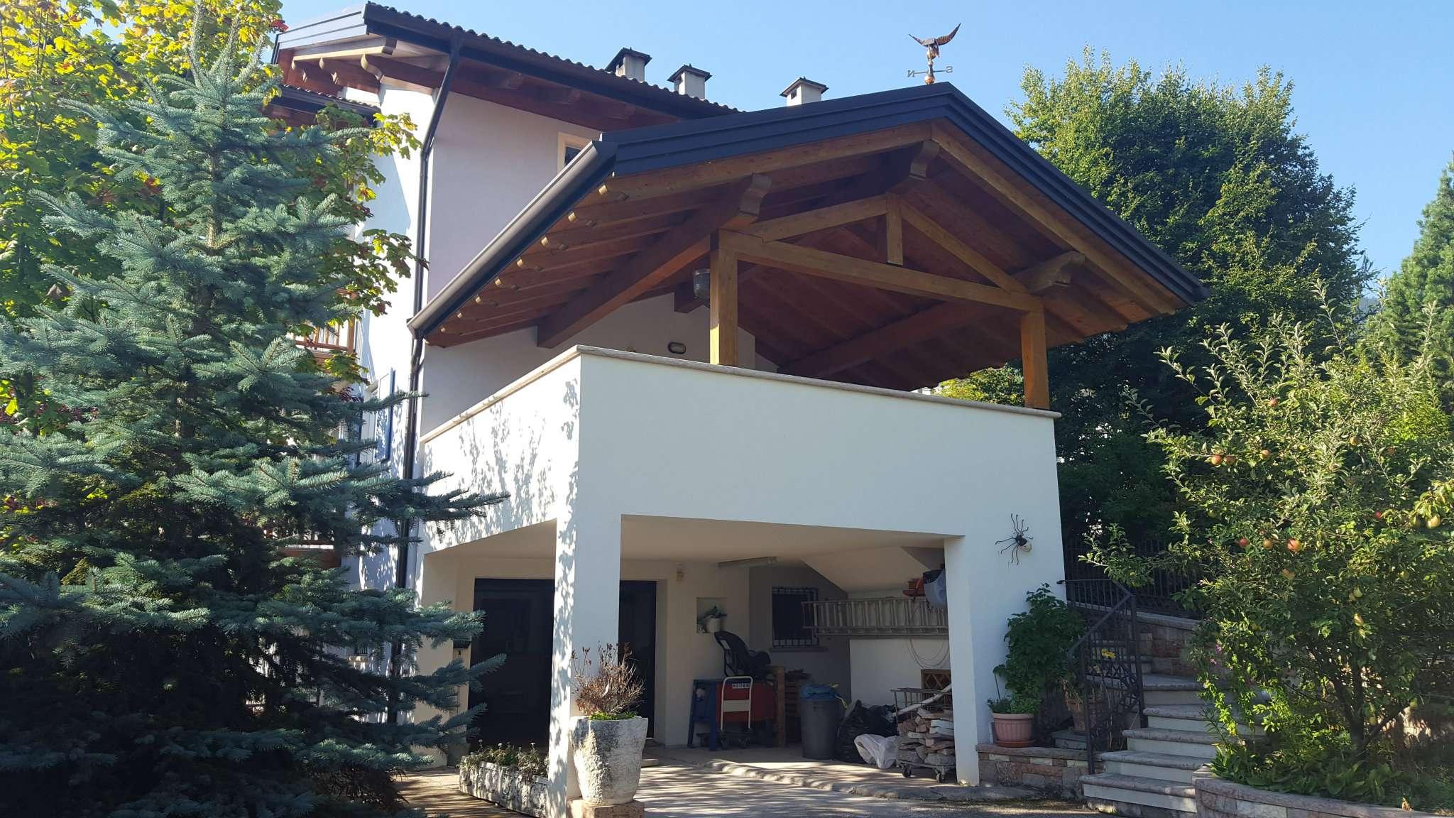 Villetta a schiera in ottime condizioni parzialmente arredato in vendita Rif. 5006011