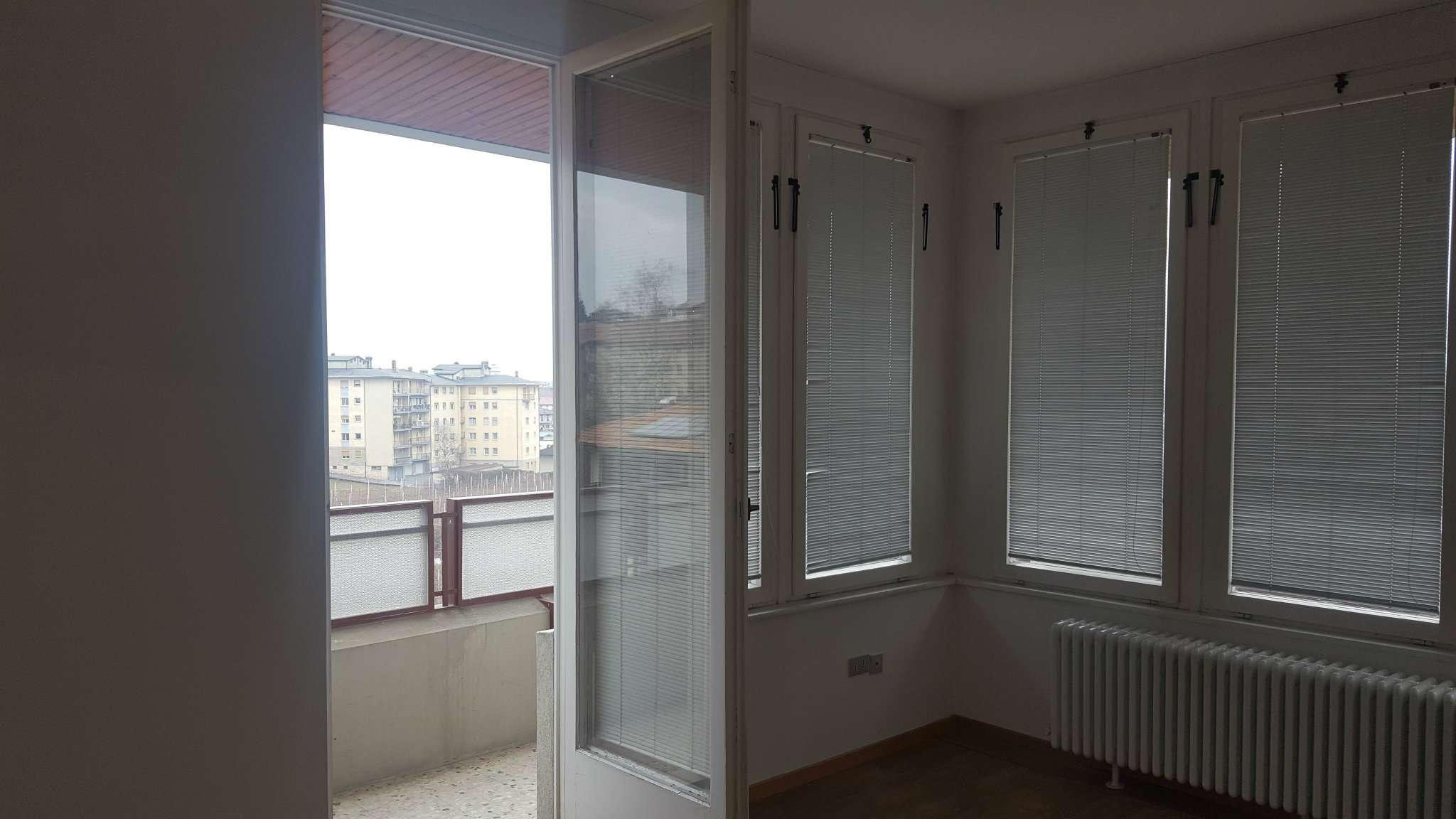CLES centro,4 stanze,sogg,.cucina.Mq. 140.Non arredato