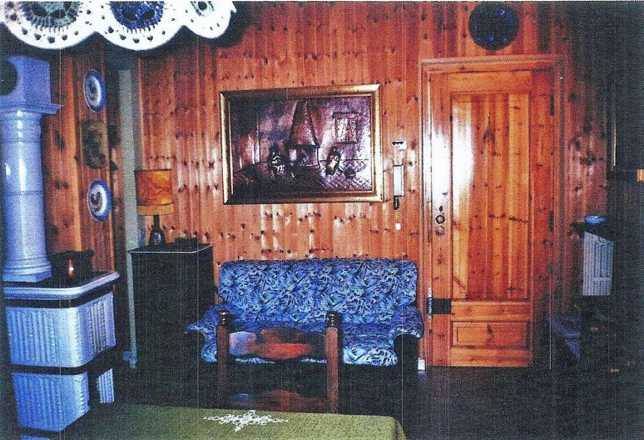 Appartamento in buone condizioni arredato in vendita Rif. 7910437