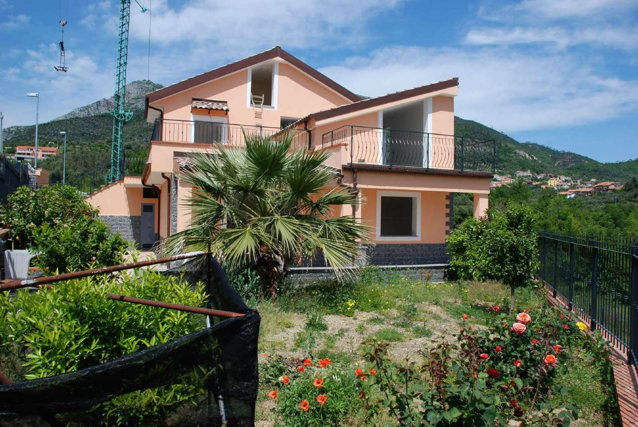 Villa Tri-Quadrifamiliare in vendita a Toirano, 4 locali, prezzo € 330.000 | PortaleAgenzieImmobiliari.it