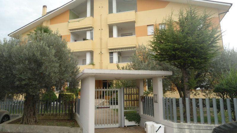 Appartamento in buone condizioni parzialmente arredato in vendita Rif. 5006765