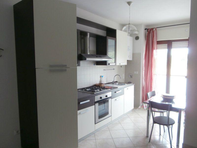 Appartamento in ottime condizioni arredato in affitto Rif. 6710505