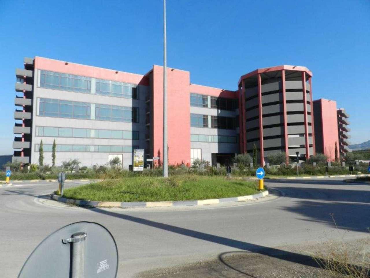Complesso industriale multipiano in San Giovanni Teatino Via Aterno Rif. 6976426