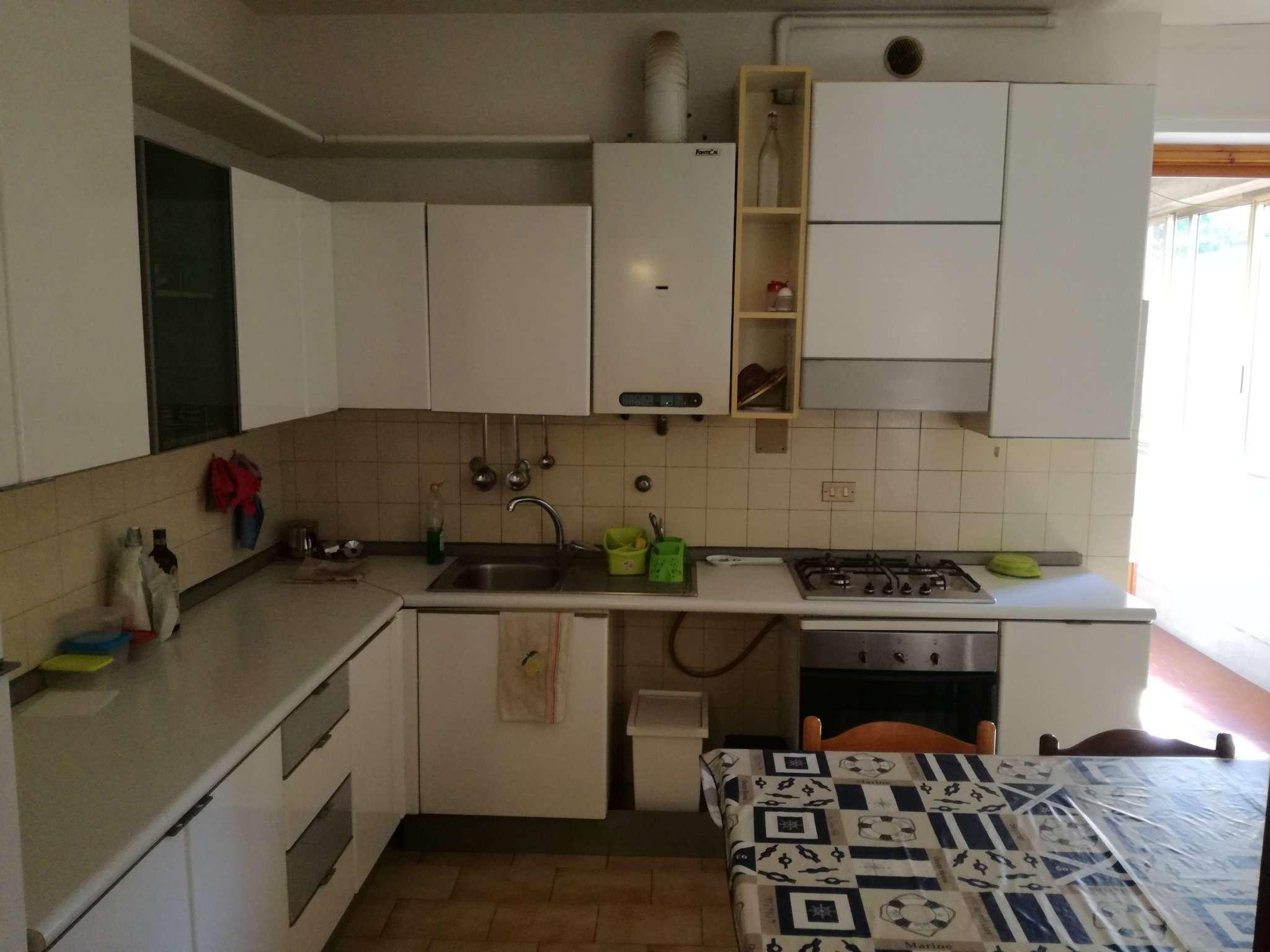 Stanza / posto letto in condizioni mediocri arredato in affitto Rif. 7783584