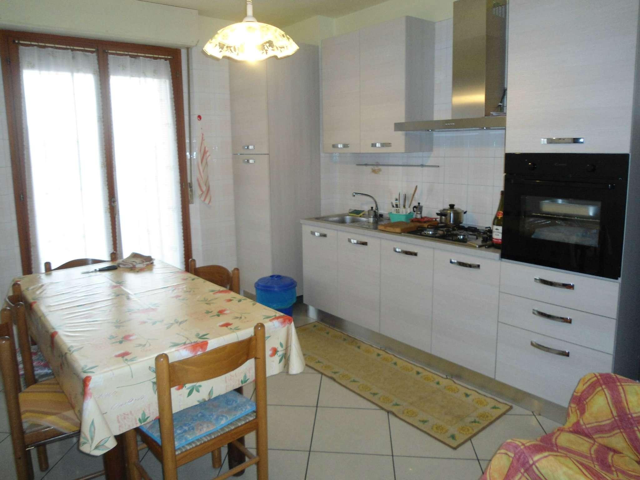 Stanza / posto letto in buone condizioni arredato in affitto Rif. 8005898