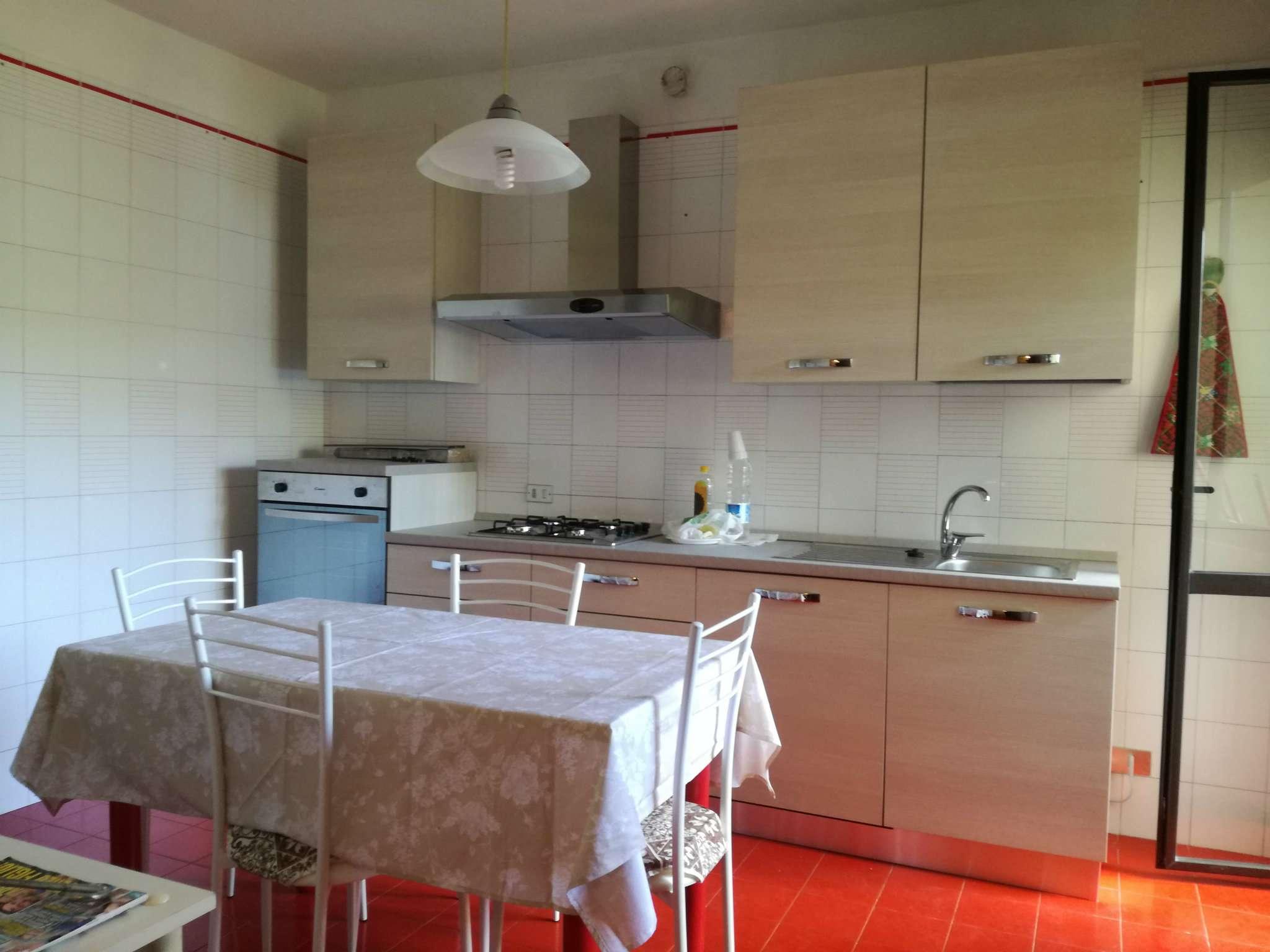Stanza / posto letto in condizioni mediocri arredato in affitto Rif. 8005902