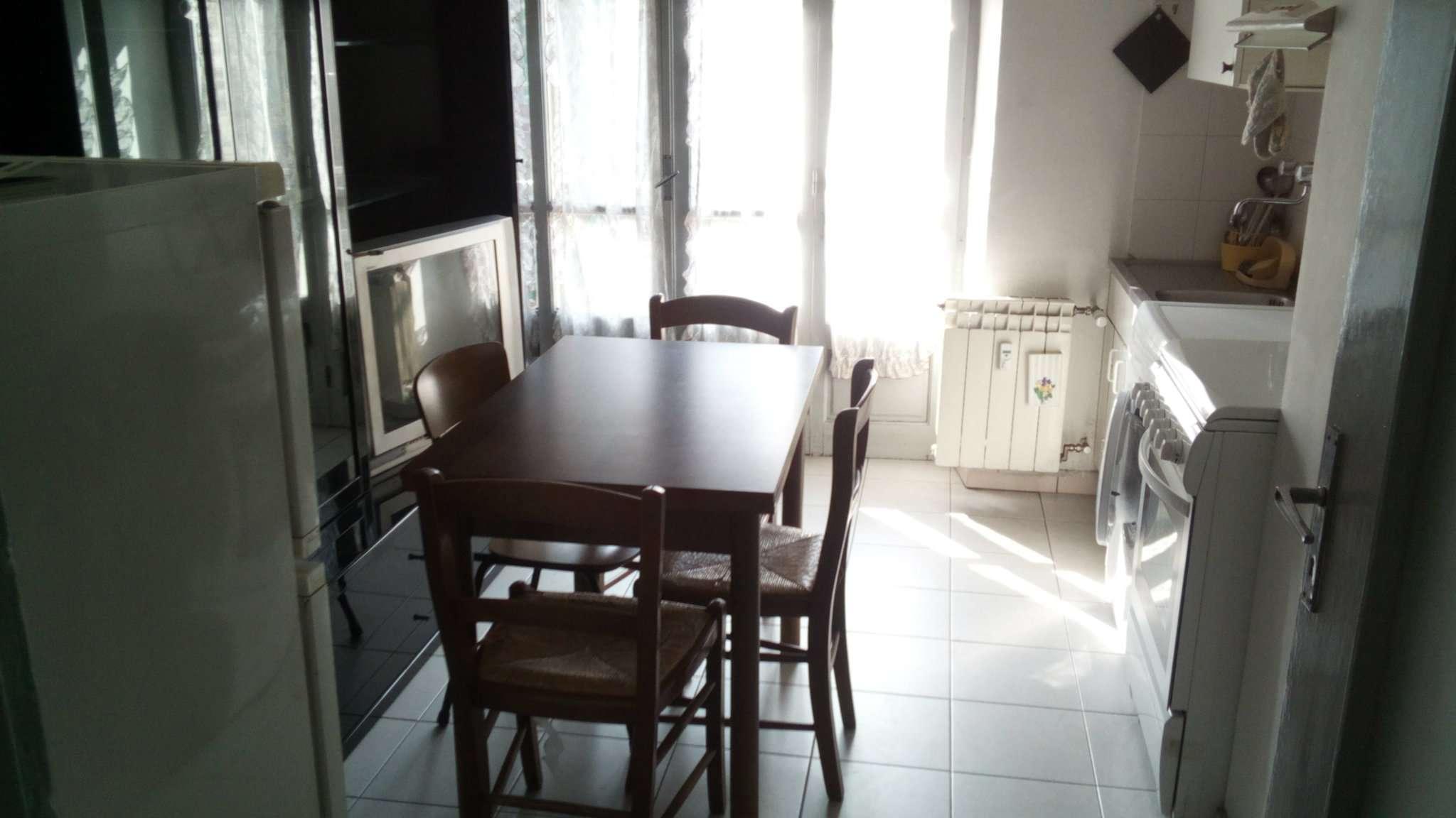 Appartamento in discrete condizioni arredato in affitto Rif. 8189301