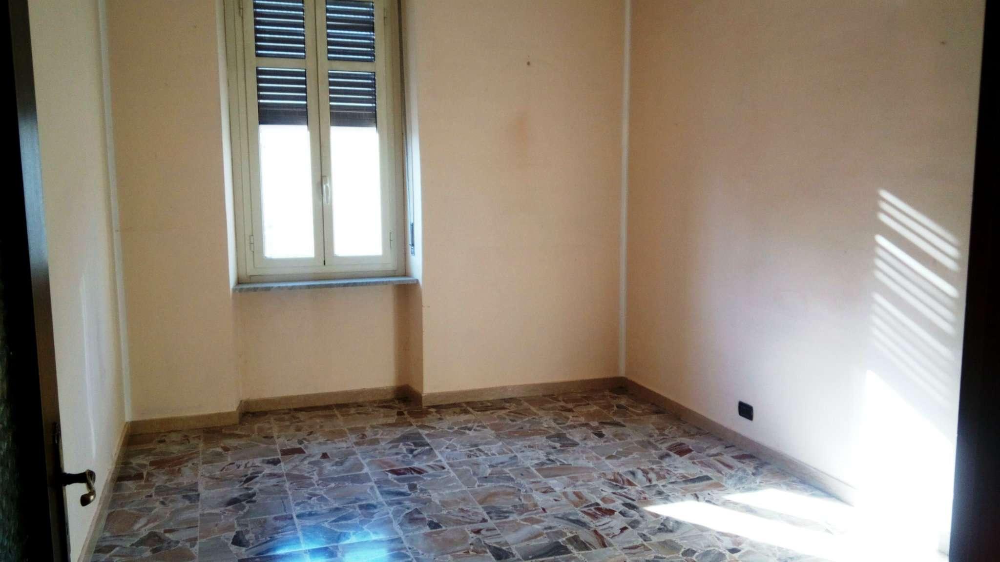 Appartamento in buone condizioni in affitto Rif. 9087216