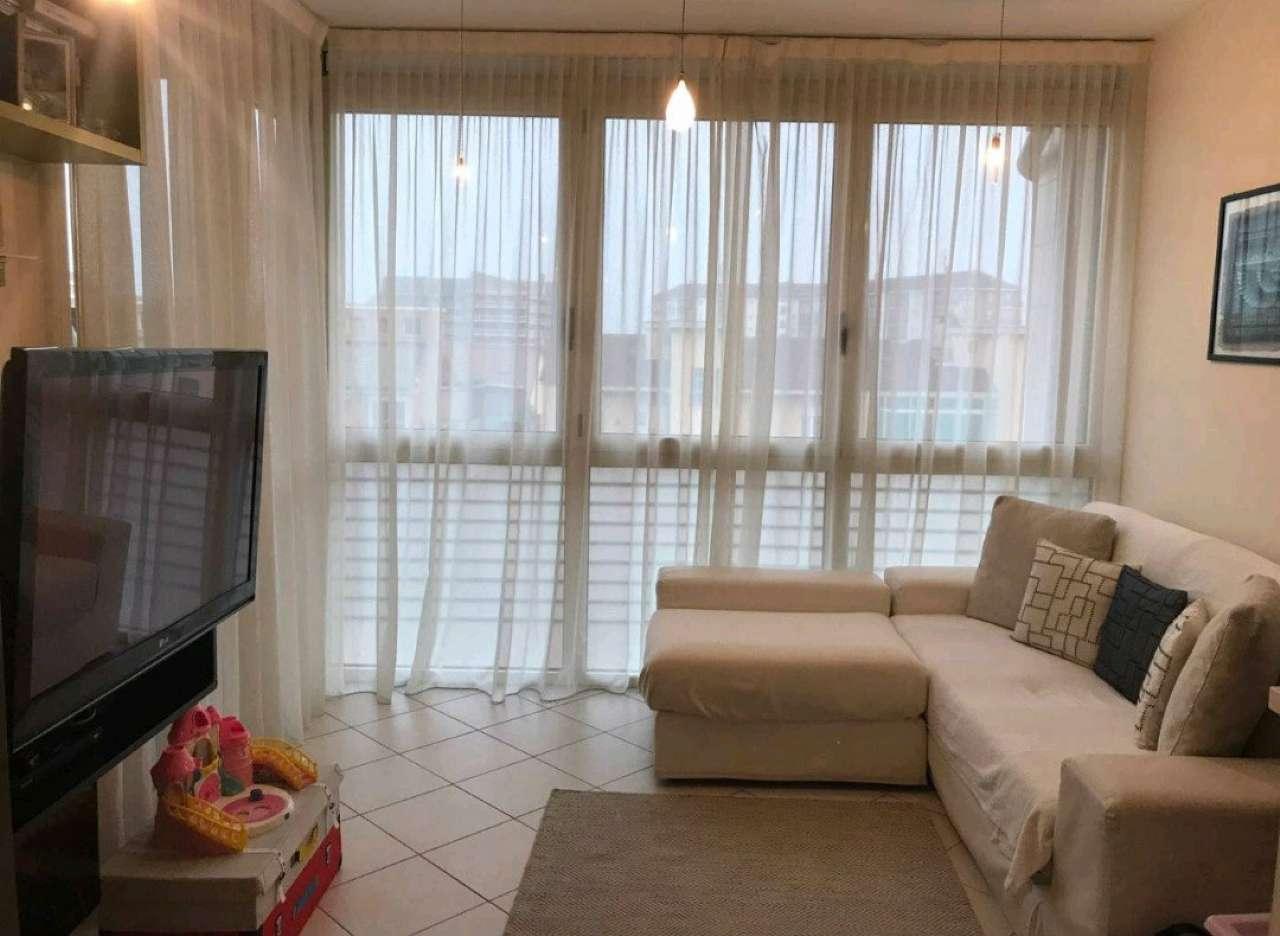 Appartamento parzialmente arredato in affitto Rif. 9125381