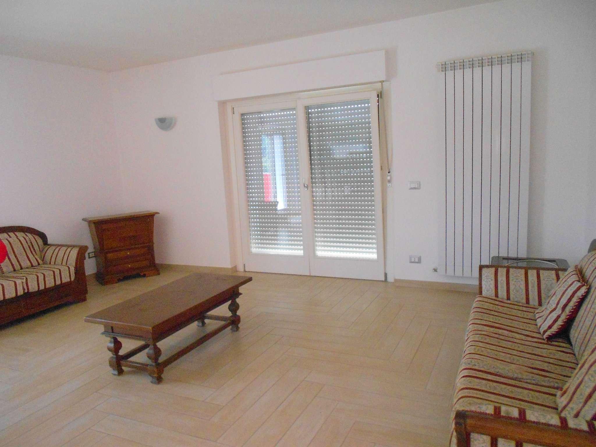 Appartamento in ottime condizioni parzialmente arredato in affitto Rif. 8140652