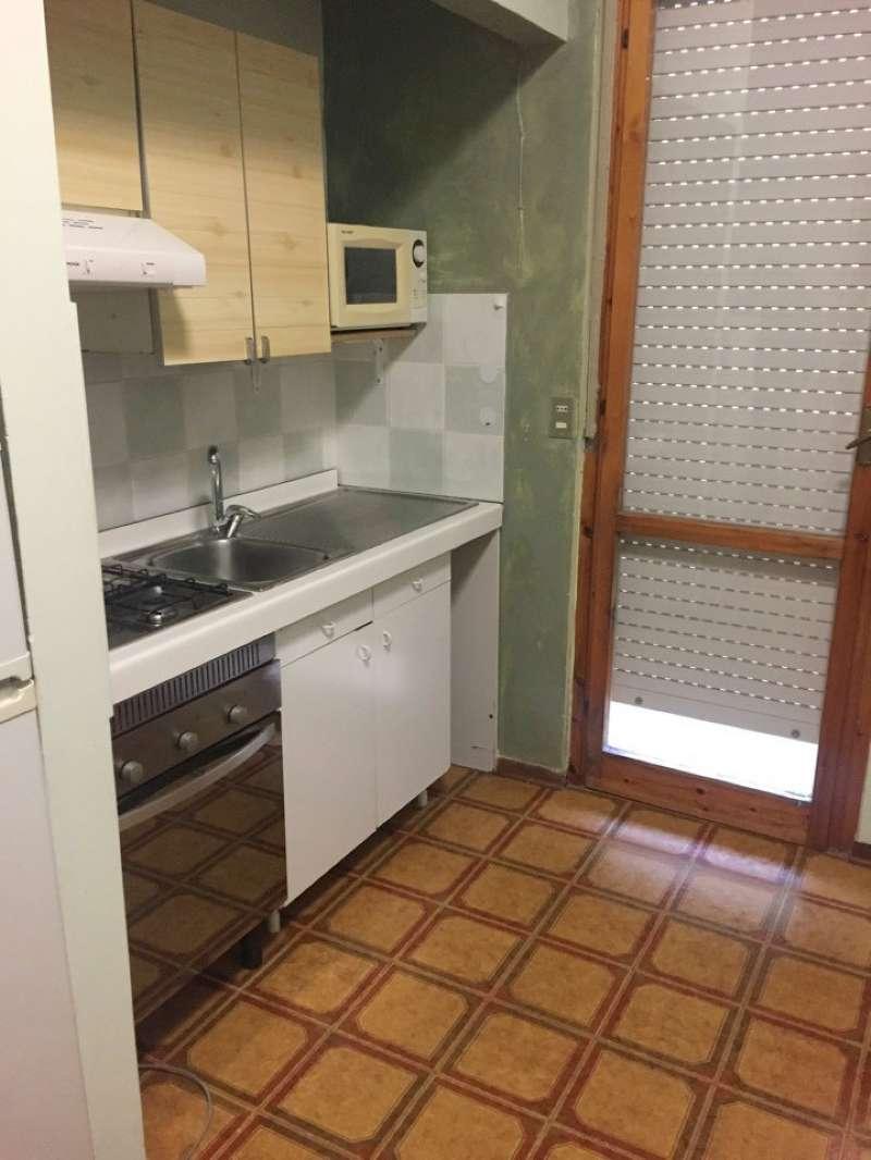 Appartamento in buone condizioni arredato in affitto Rif. 9178986