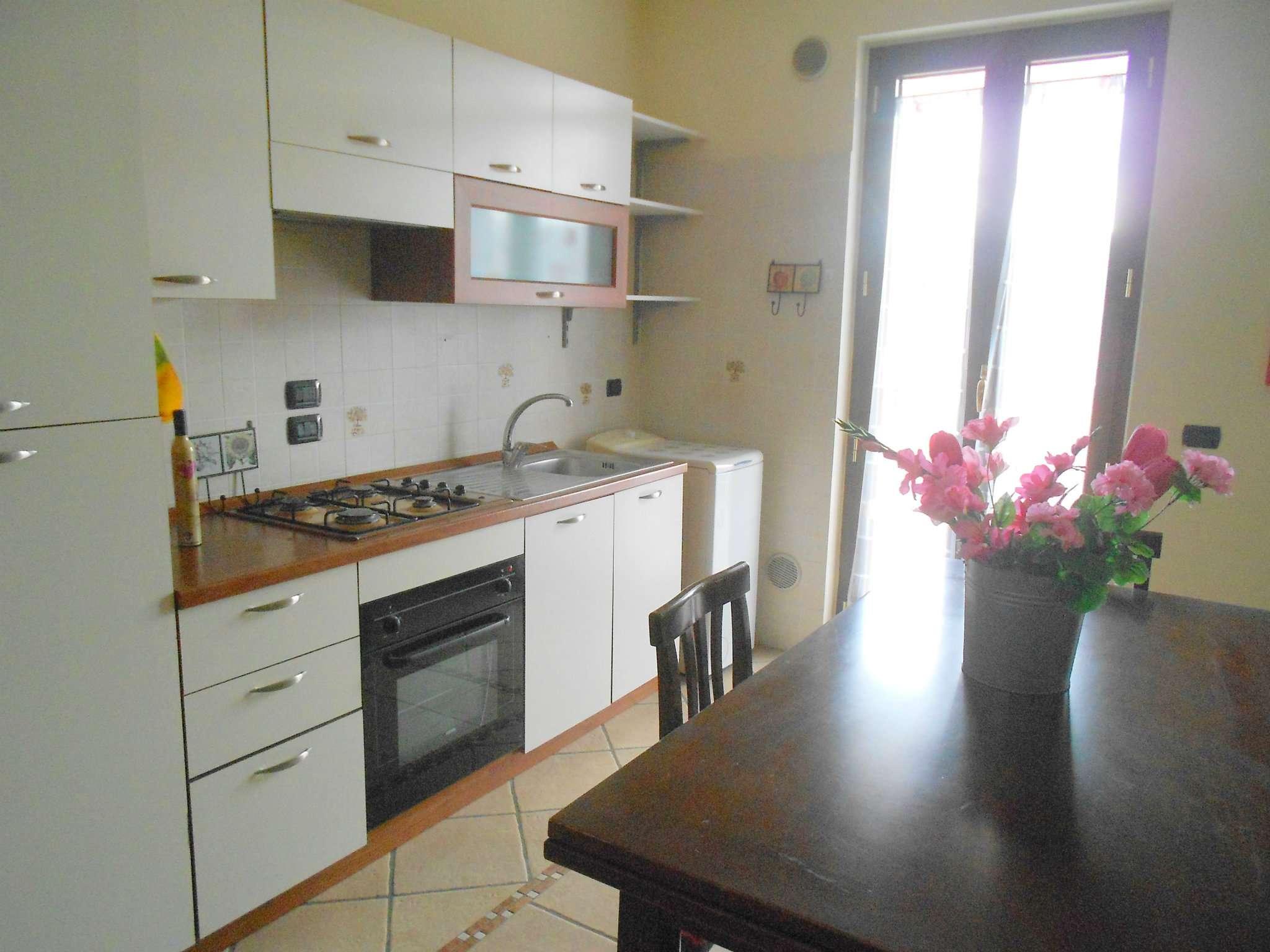 Appartamento in ottime condizioni arredato in affitto Rif. 9336086