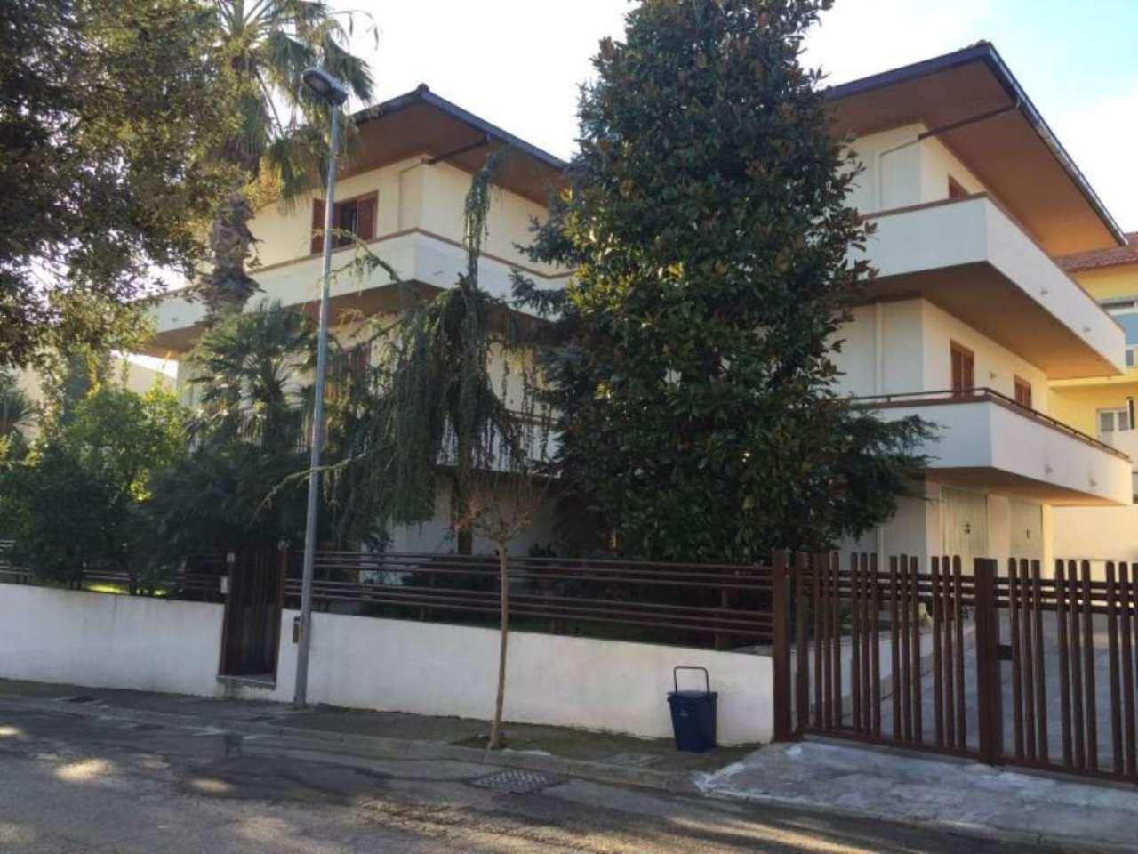 Spoltore ampio appartamento zona Santa Teresa