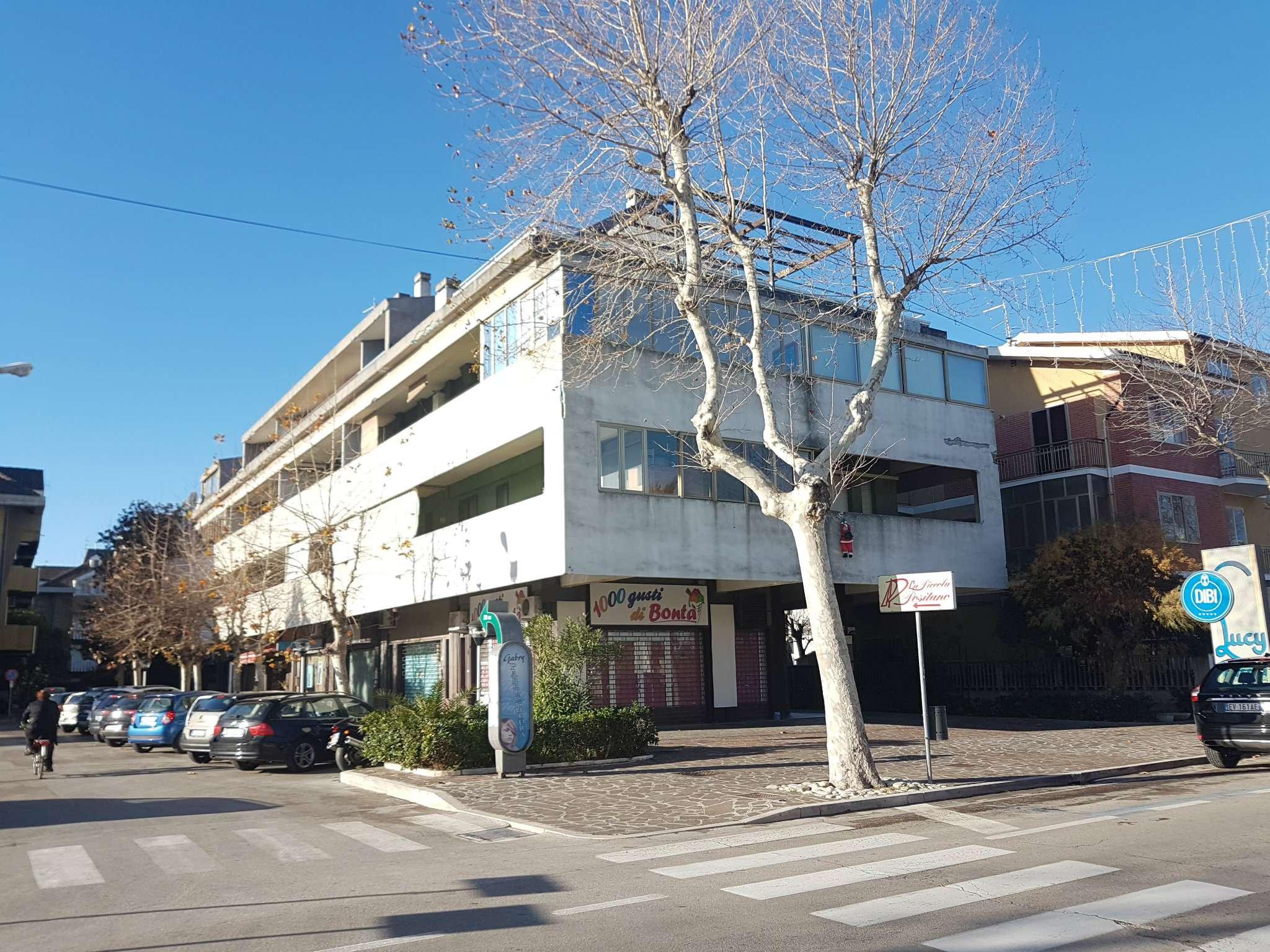 Appartamento in buone condizioni parzialmente arredato in affitto Rif. 8357258
