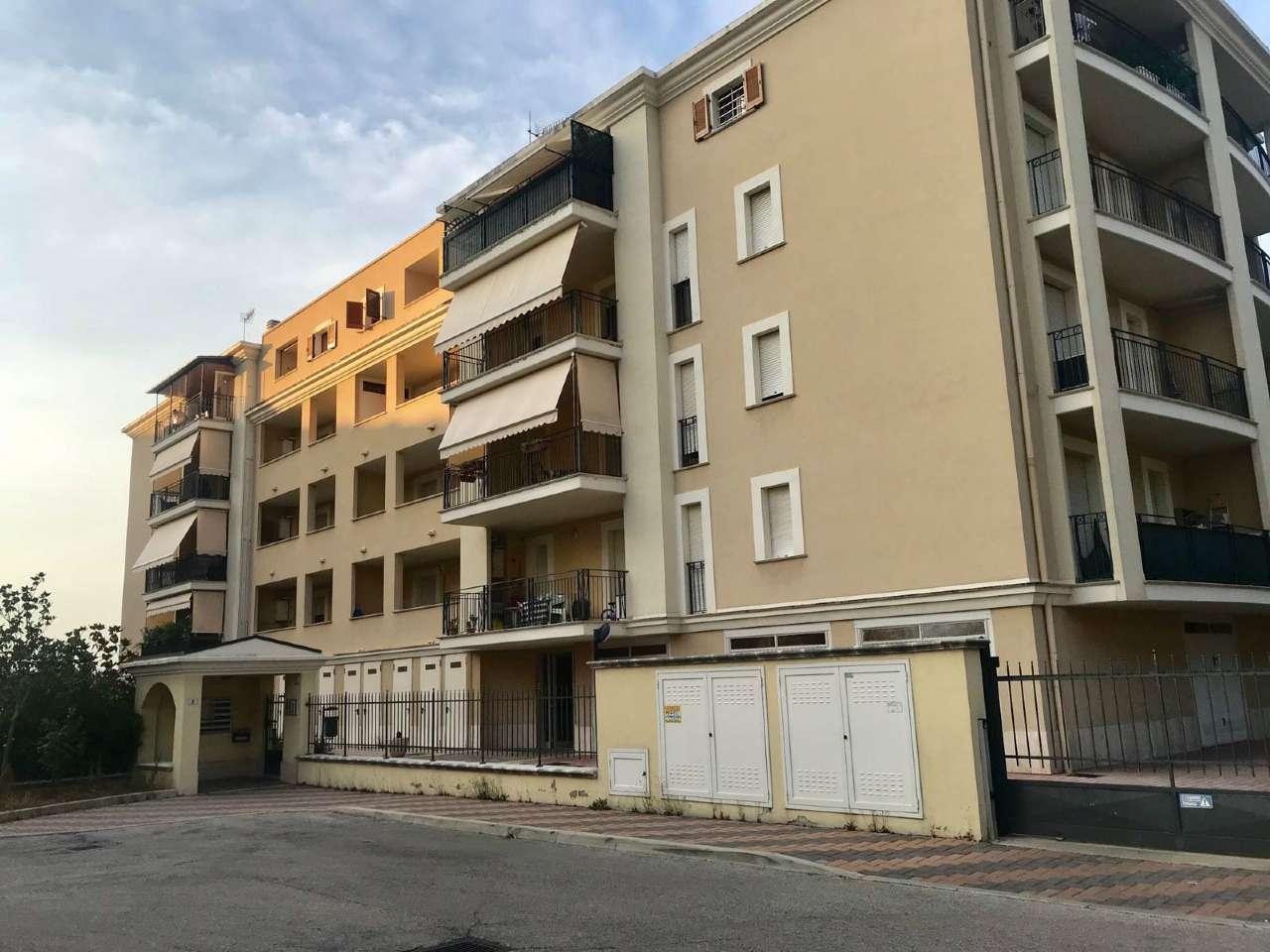 Appartamento in affitto a Montesilvano, 3 locali, prezzo € 650 | CambioCasa.it