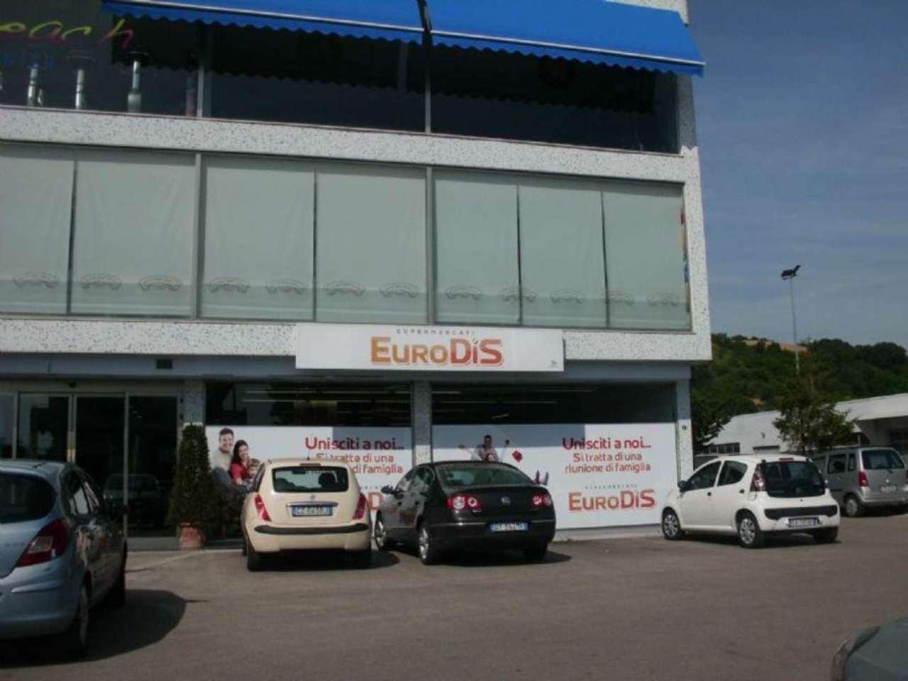 Negozio / Locale in affitto a Silvi, 2 locali, prezzo € 1.200 | CambioCasa.it