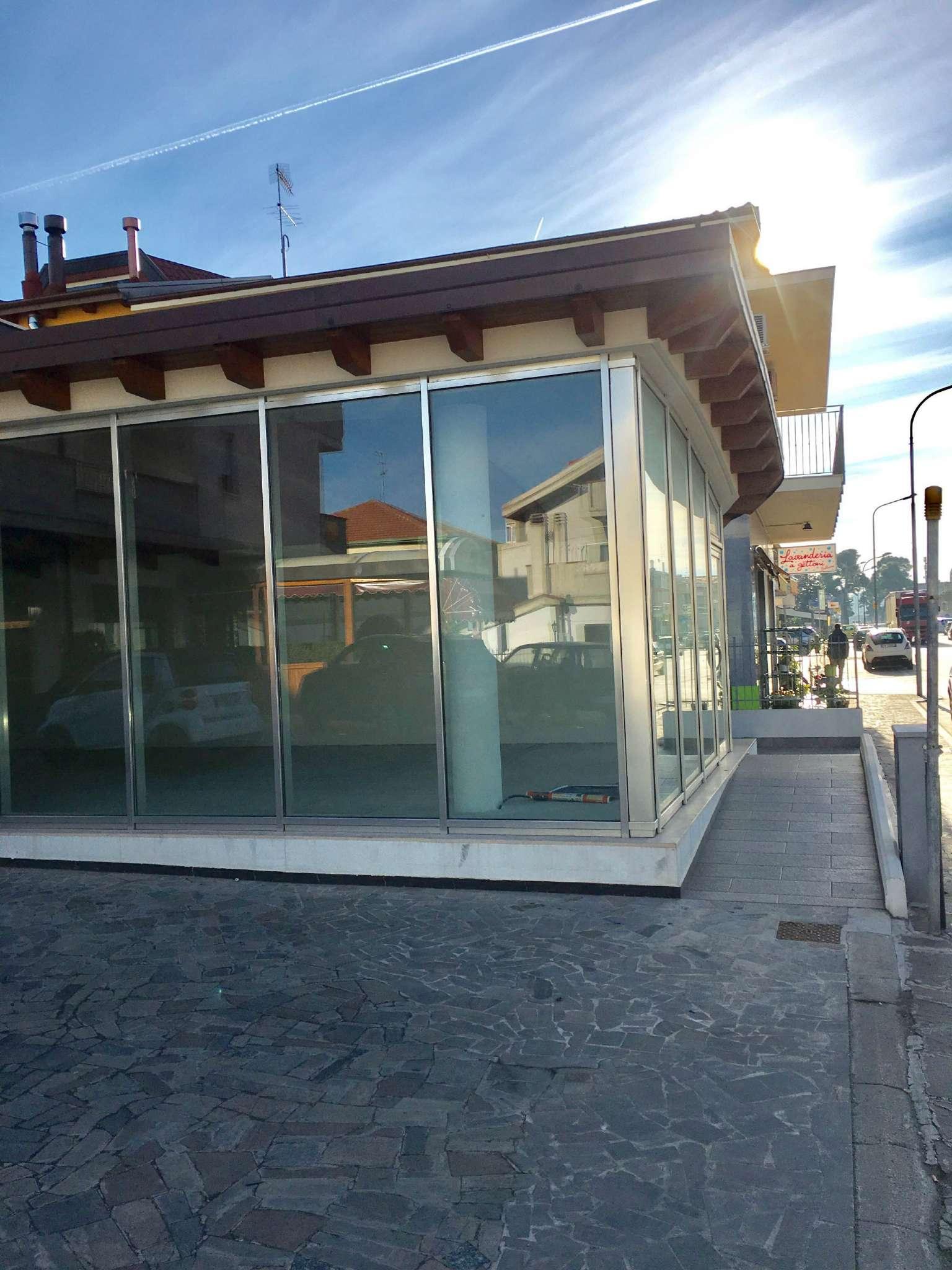 Negozio / Locale in affitto a Silvi, 1 locali, prezzo € 900 | CambioCasa.it