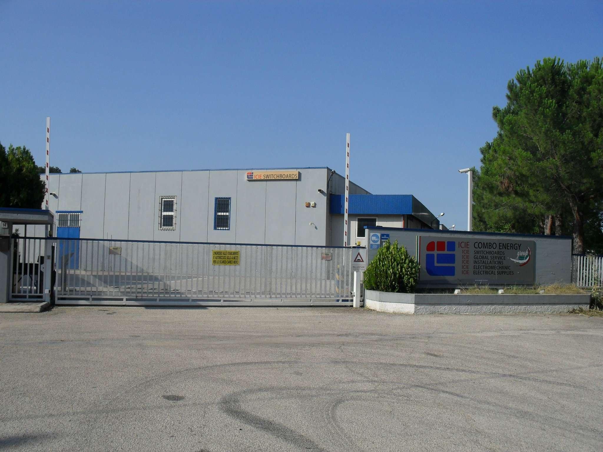 Immobile Commerciale in affitto a Loreto Aprutino, 20 locali, prezzo € 17.000 | PortaleAgenzieImmobiliari.it