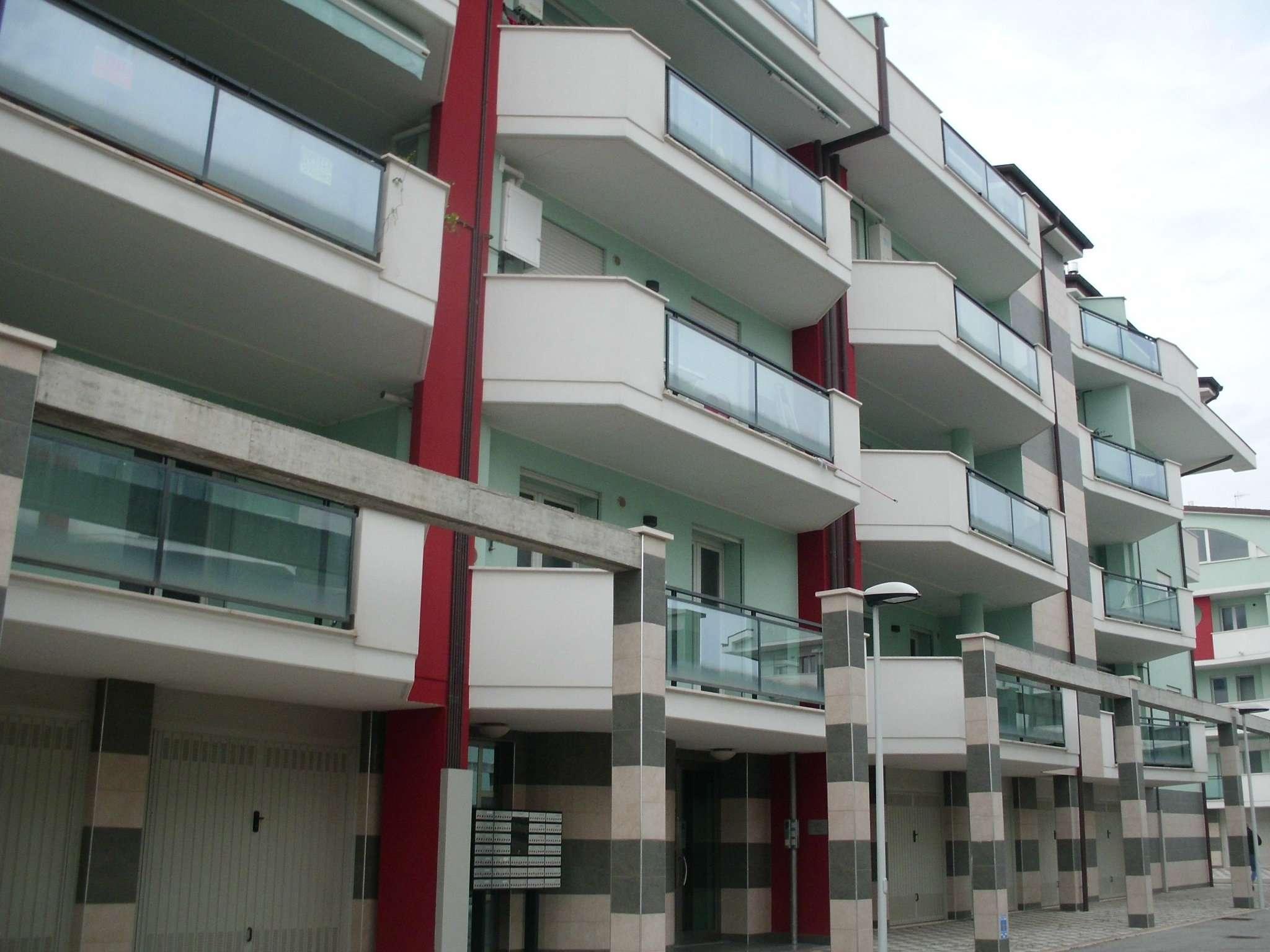 Appartamento in ottime condizioni parzialmente arredato in affitto Rif. 5007156