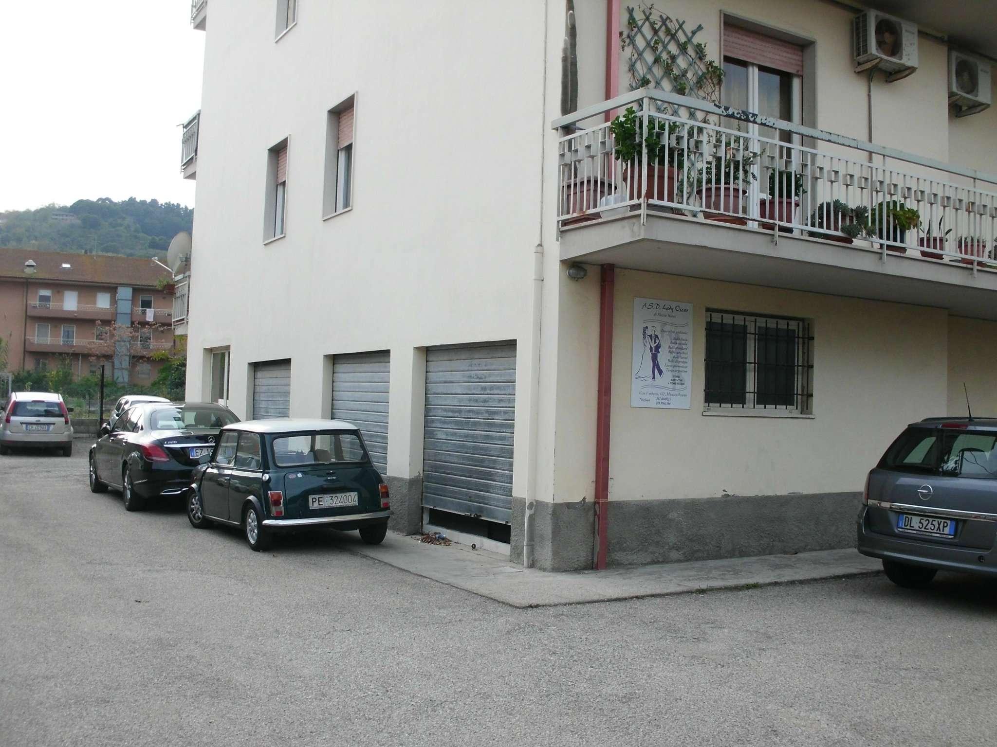 Magazzino in affitto a Montesilvano, 2 locali, prezzo € 300 | CambioCasa.it