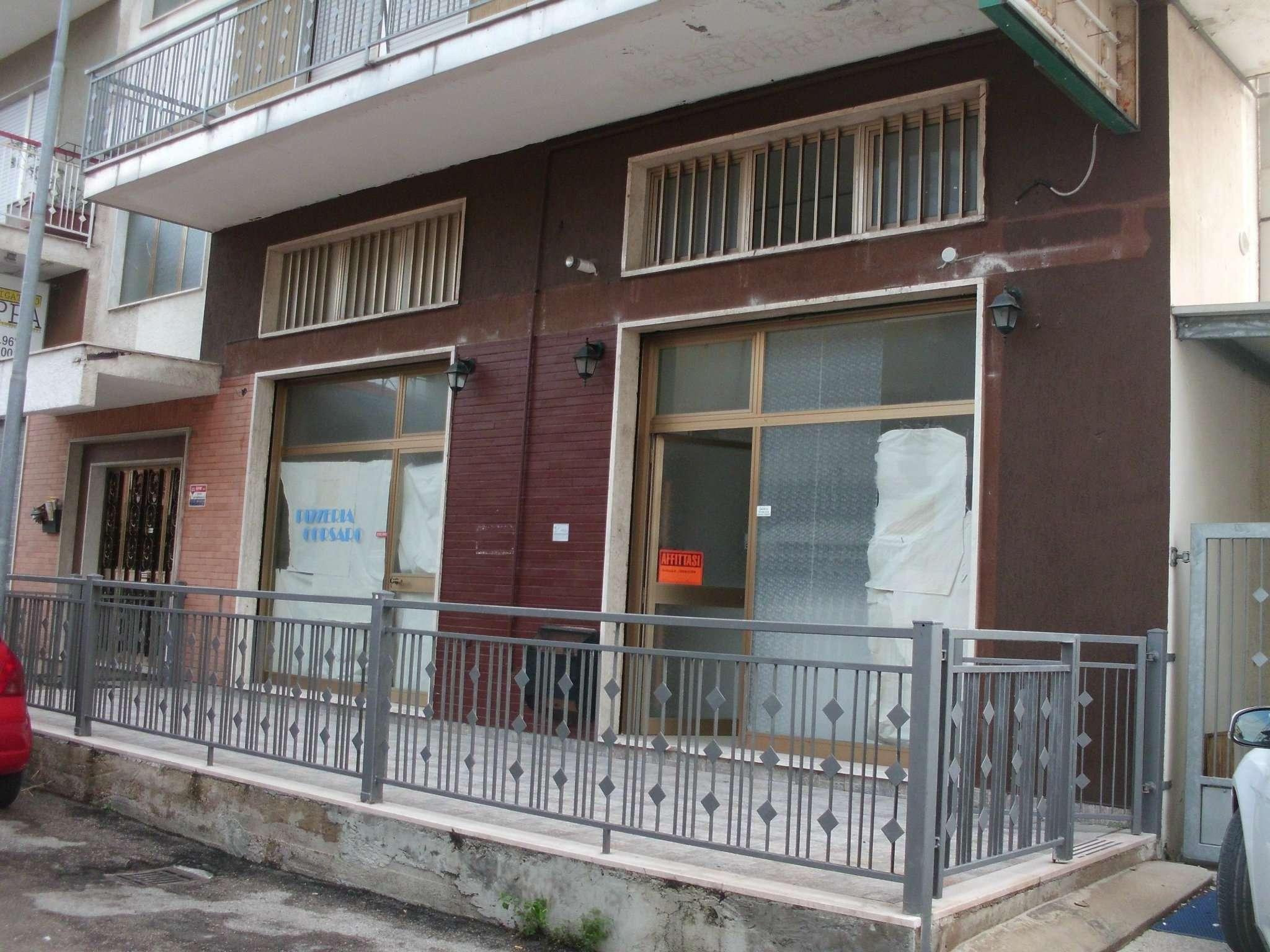 Negozio / Locale in affitto a Montesilvano, 2 locali, prezzo € 400 | CambioCasa.it