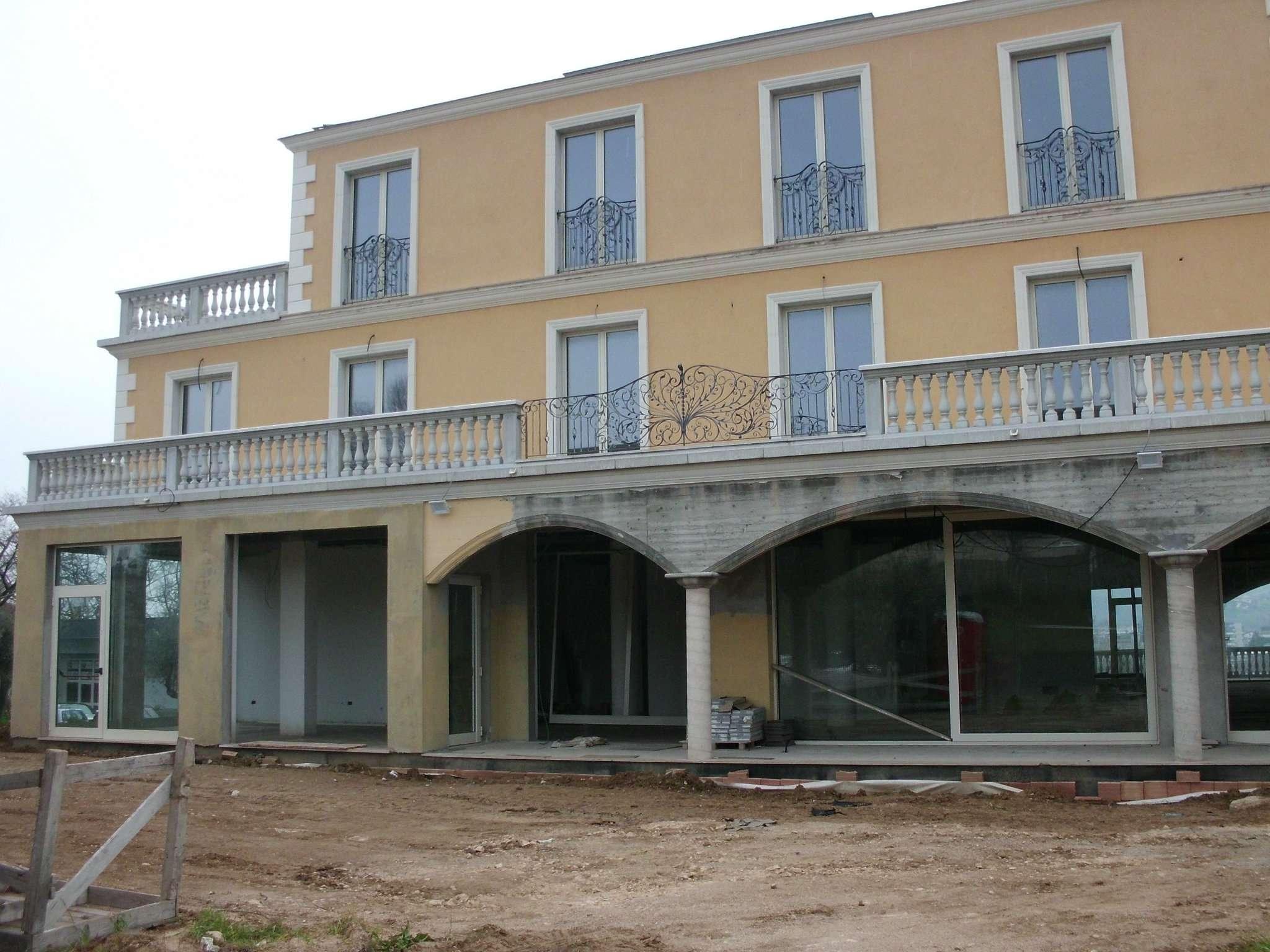 Negozio / Locale in affitto a Città Sant'Angelo, 4 locali, prezzo € 2.600 | CambioCasa.it
