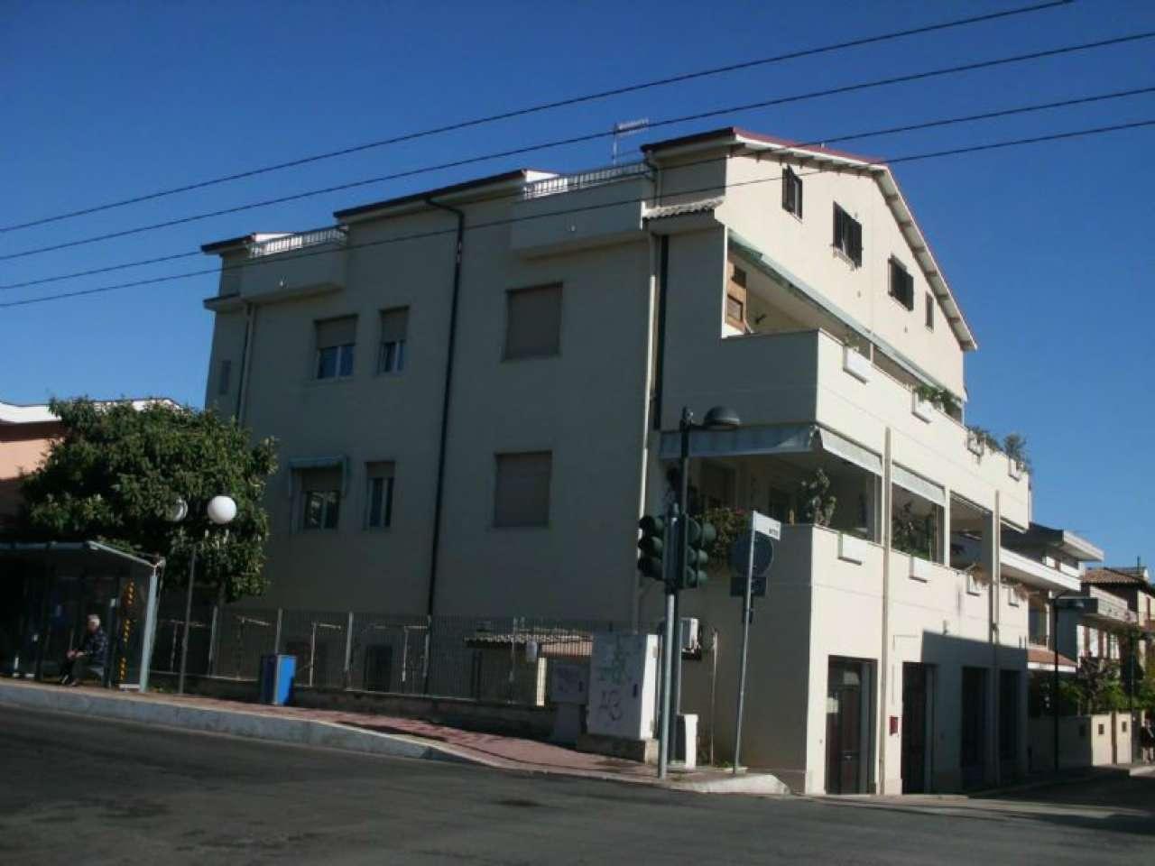 MONTESILVANO SANTA FILOMENA  LOCALE COMMERCIALE DI CIRCA 80 MQ