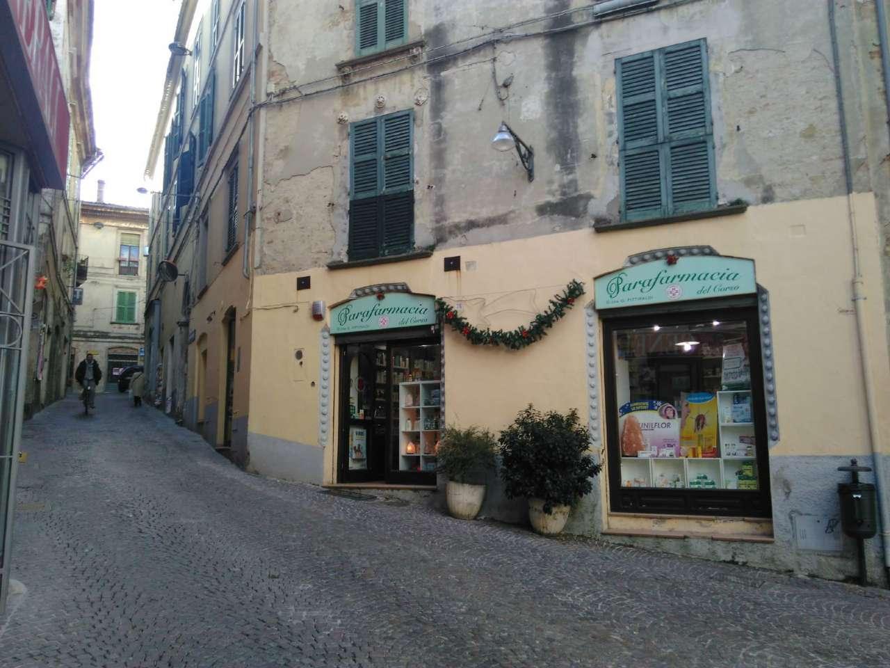 Negozio / Locale in affitto a Penne, 1 locali, prezzo € 450 | CambioCasa.it
