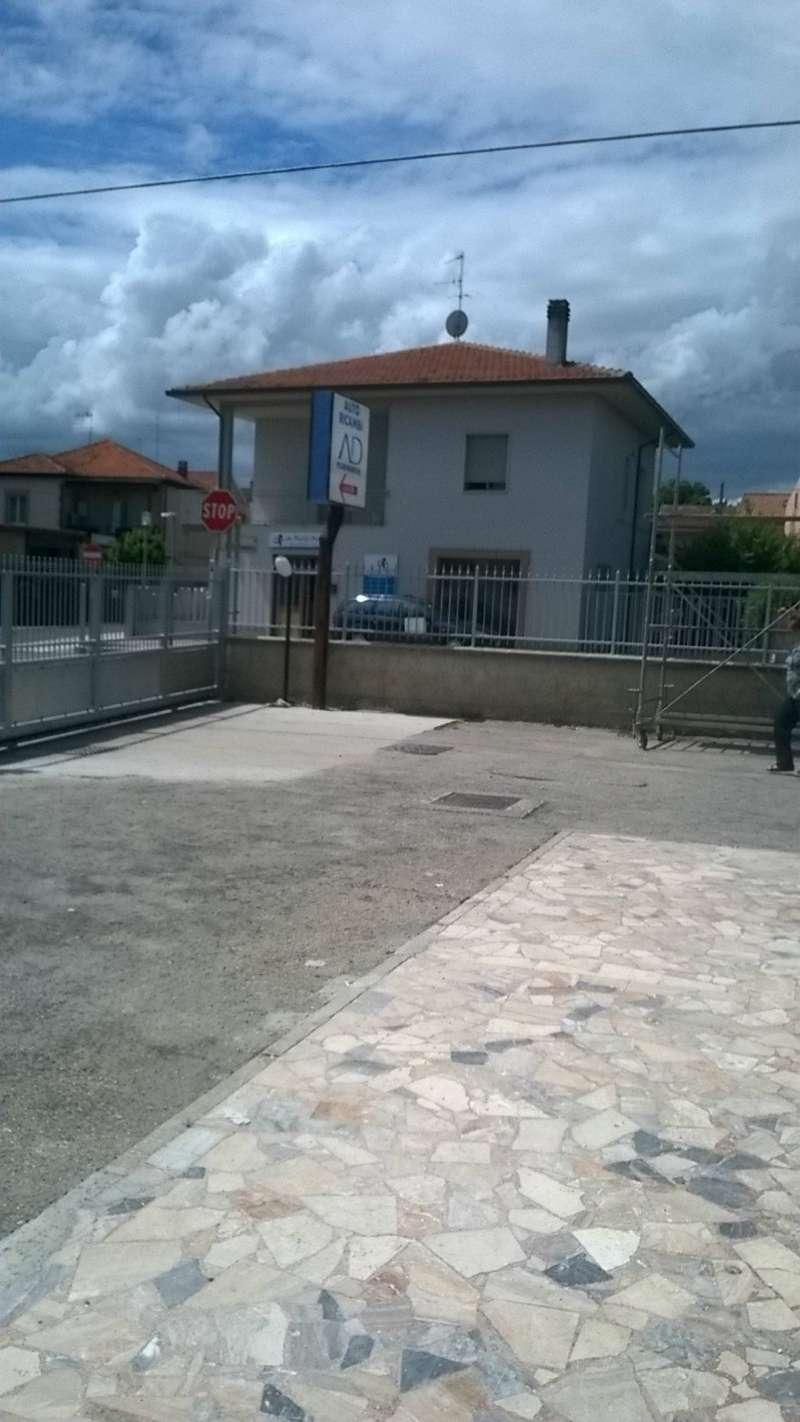Negozio / Locale in affitto a Città Sant'Angelo, 1 locali, prezzo € 1.200 | CambioCasa.it