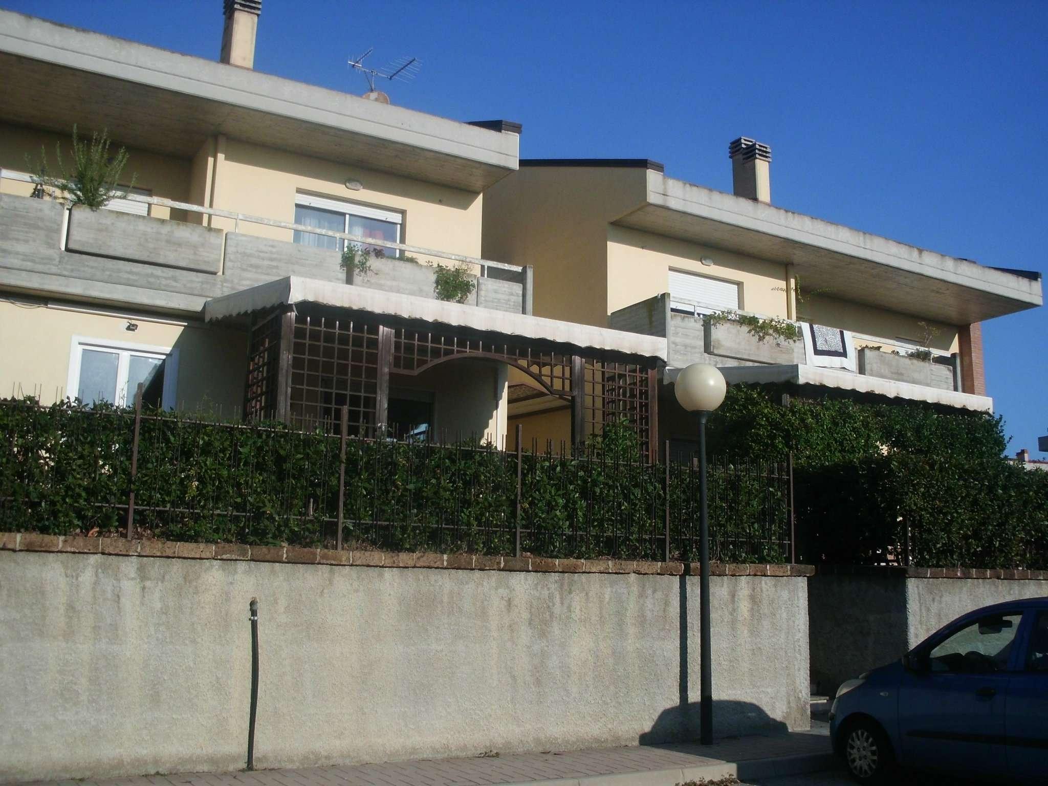 Appartamento in buone condizioni parzialmente arredato in affitto Rif. 8357262