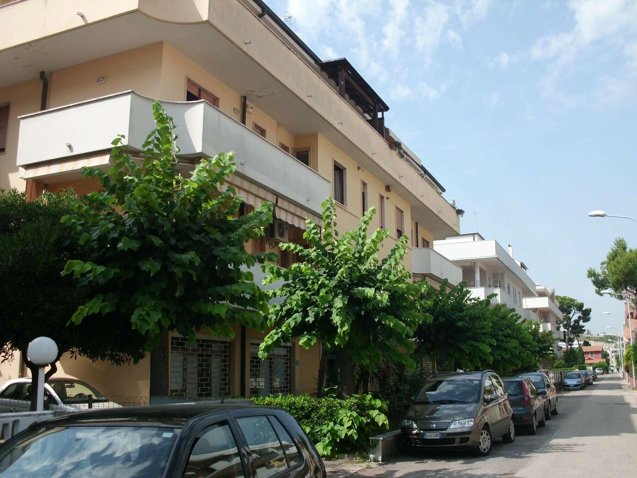 Appartamento in discrete condizioni arredato in affitto Rif. 8381425