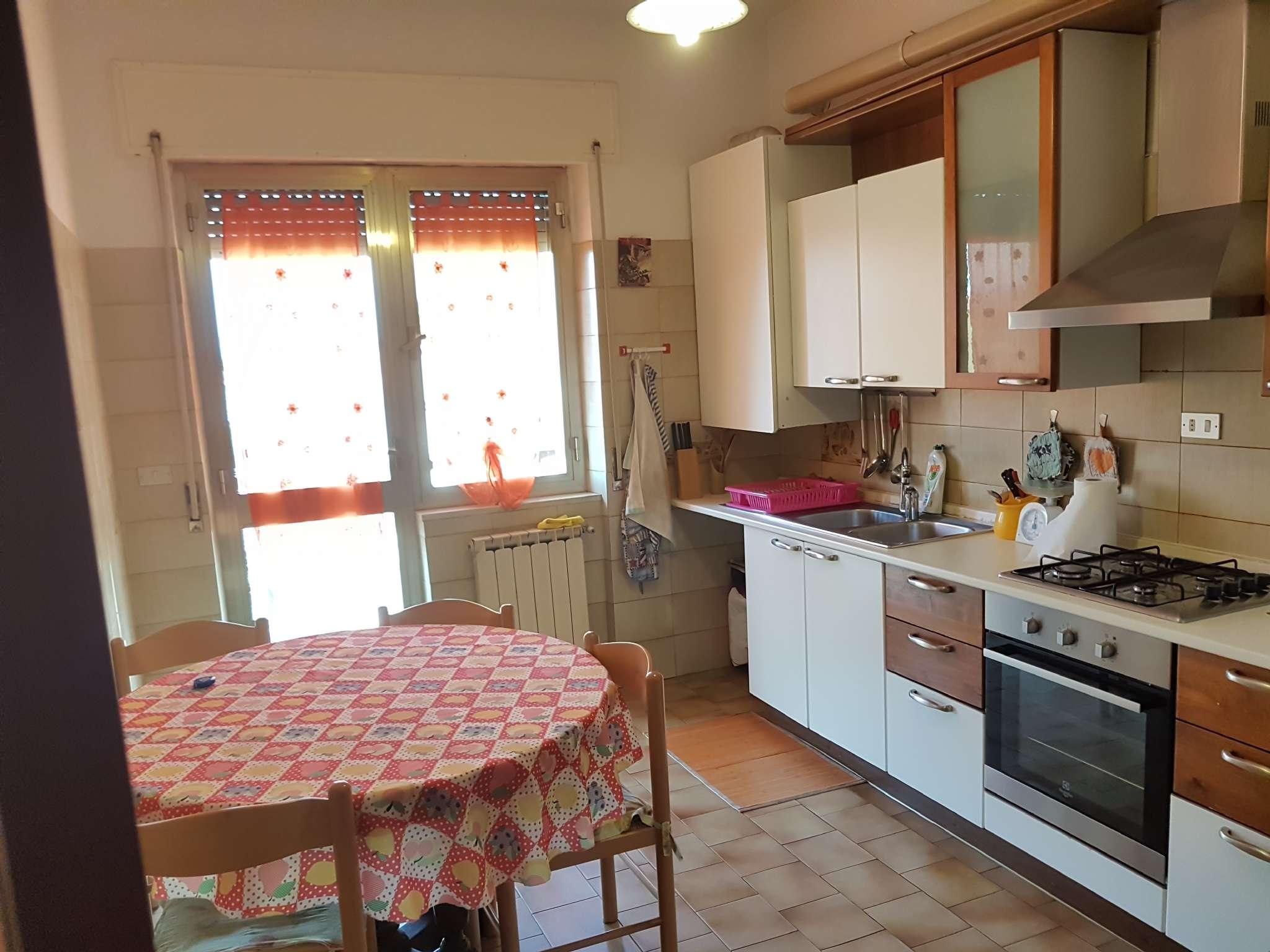 Stanza / posto letto in buone condizioni arredato in affitto Rif. 5007205