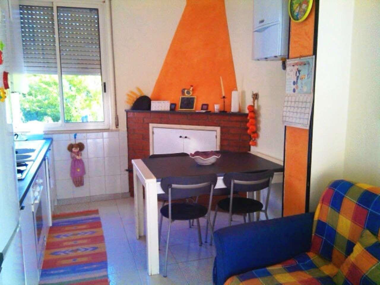 Stanza / posto letto in buone condizioni arredato in affitto Rif. 6493672