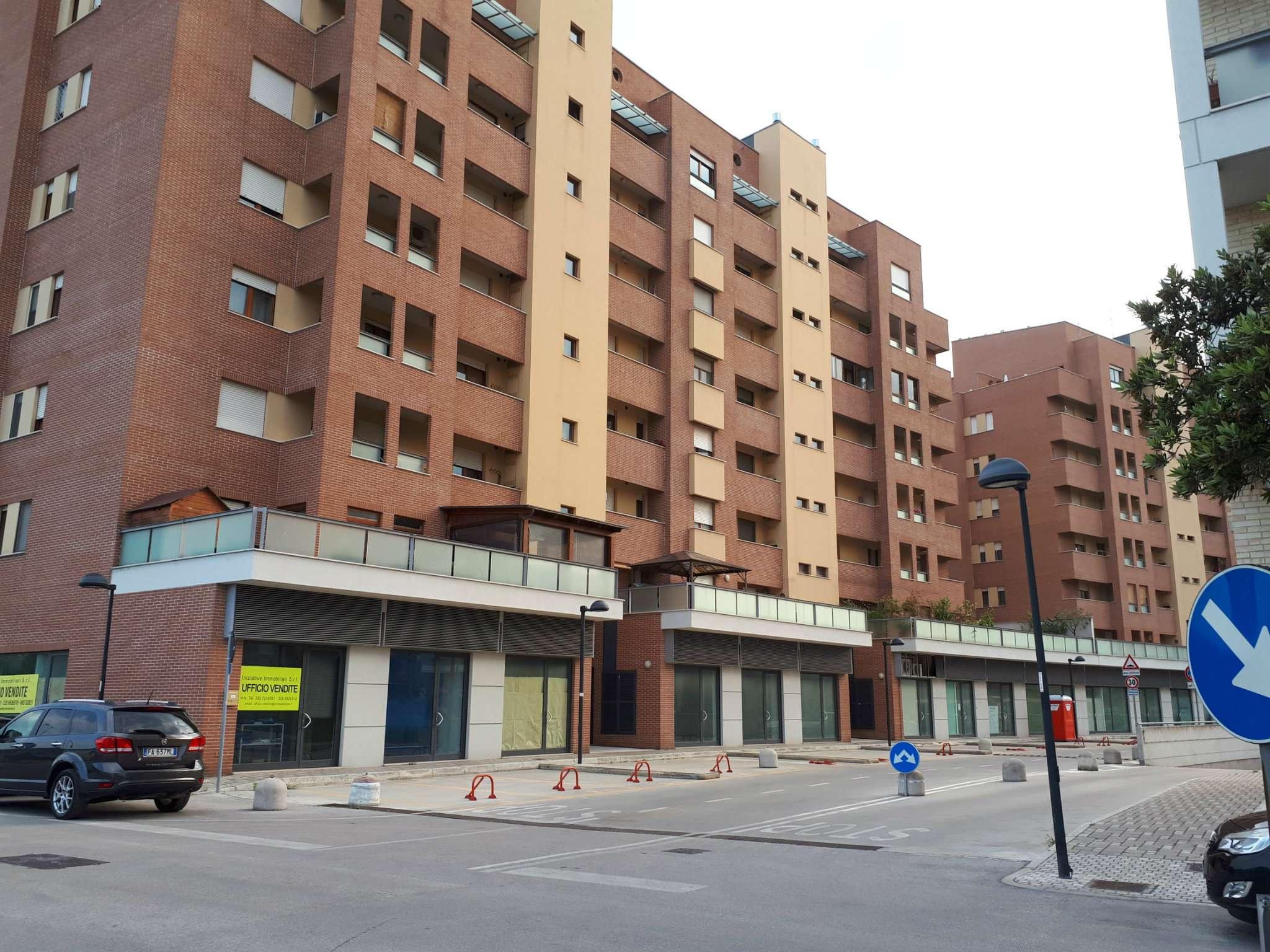Appartamento in buone condizioni arredato in affitto Rif. 6710509