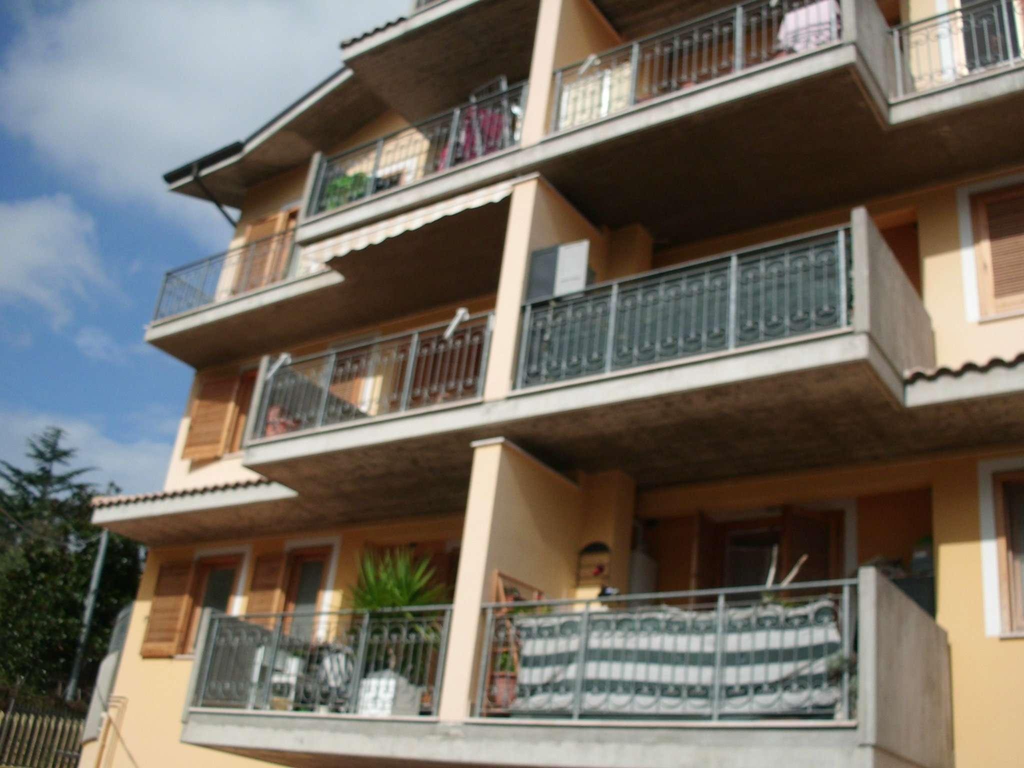 Appartamento in buone condizioni arredato in vendita Rif. 8453339