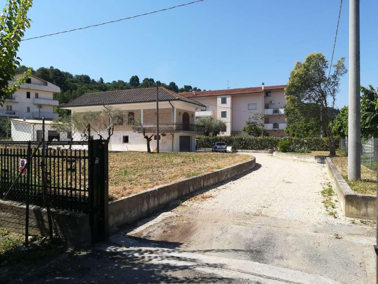 Villa Bifamiliare in vendita a Manoppello, 8 locali, Trattative riservate | PortaleAgenzieImmobiliari.it