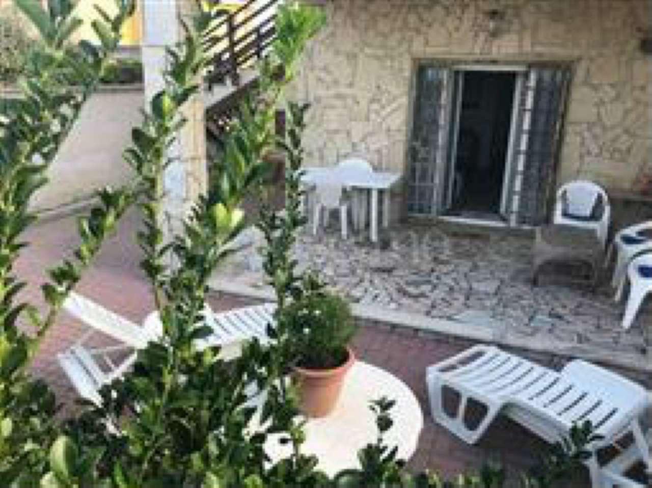 Appartamento in buone condizioni arredato in affitto Rif. 8522312