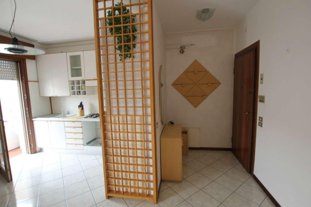 MORTISE all'ultimo piano, ristrutturato appartamento bicamere bagno e garage. Con climatizzatore