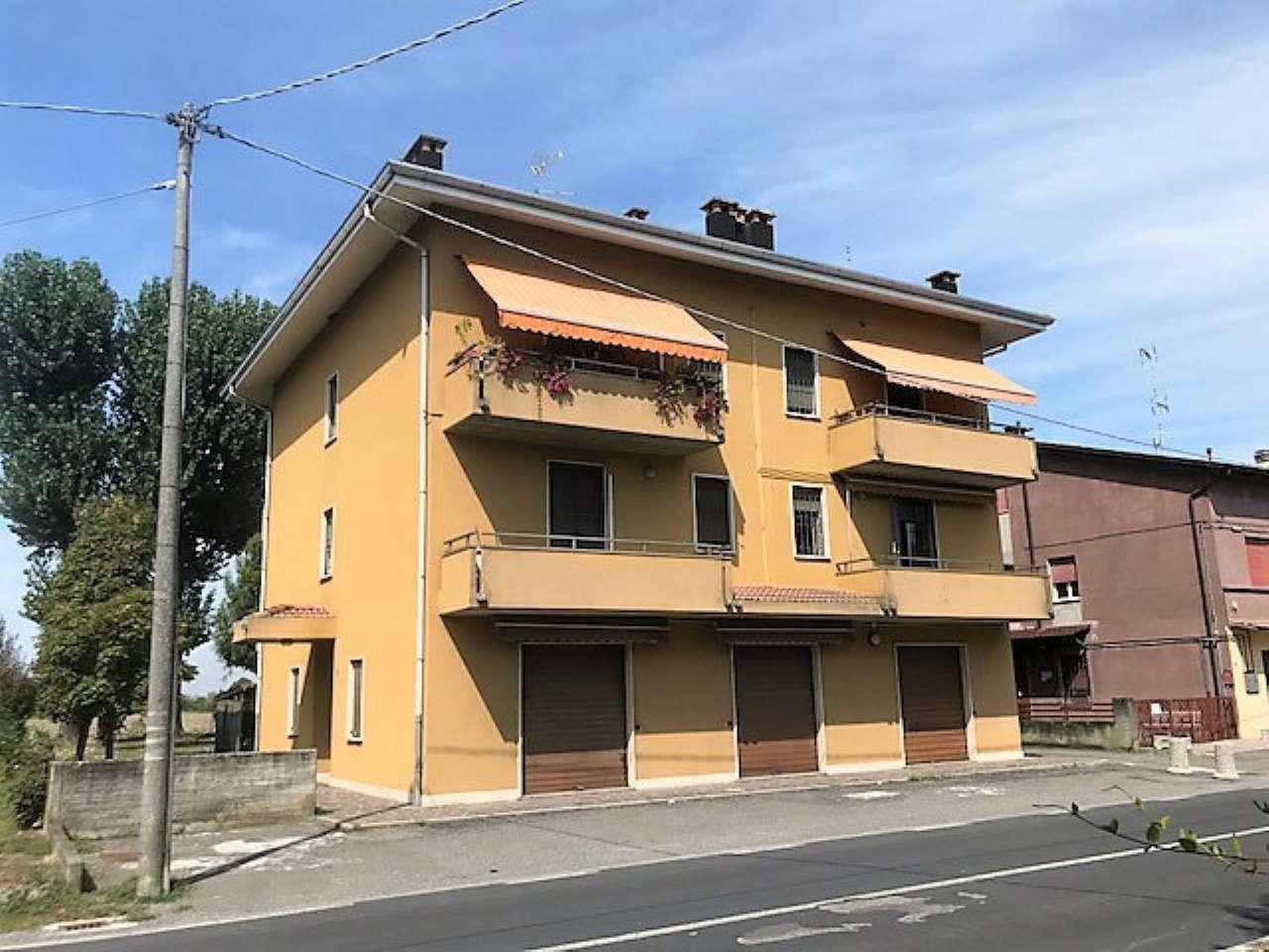 Appartamento in buone condizioni parzialmente arredato in vendita Rif. 7759313