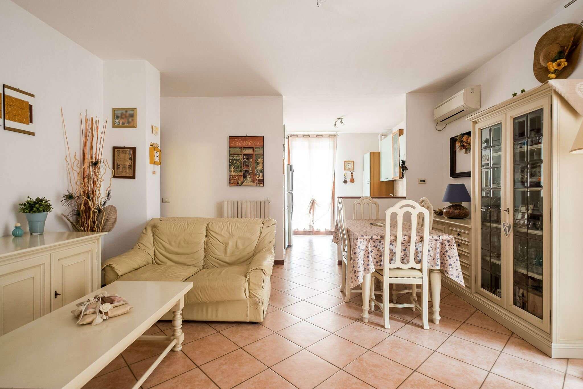 Appartamento in ottime condizioni in vendita Rif. 8426237
