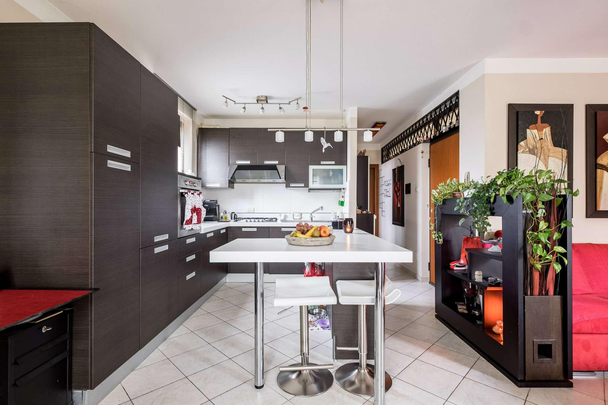 Appartamento in ottime condizioni in vendita Rif. 8563155