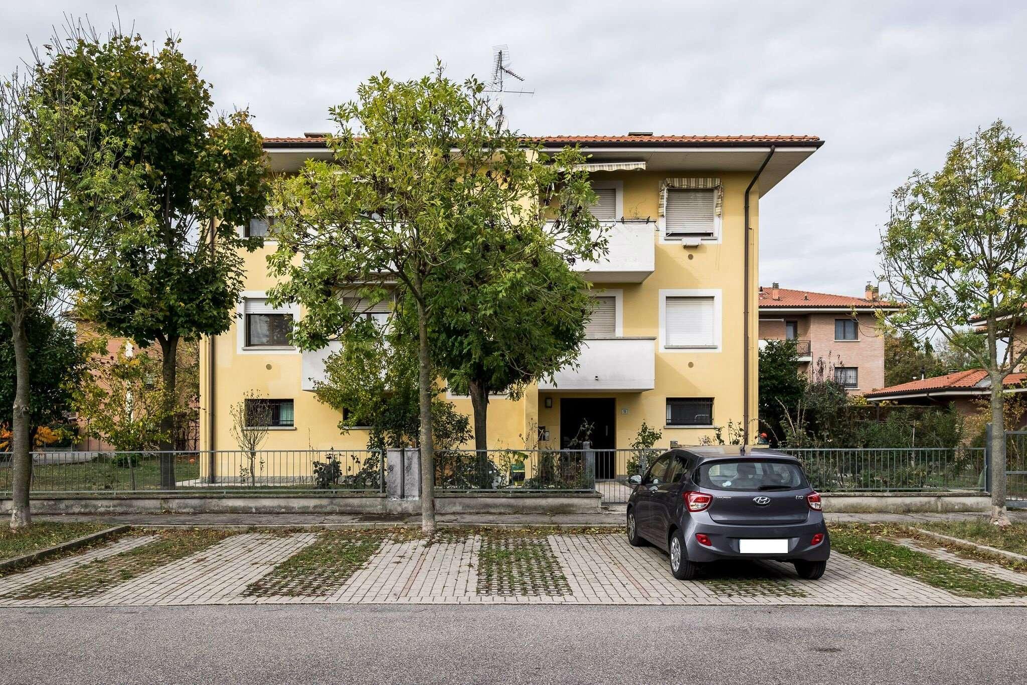 Appartamento in buone condizioni parzialmente arredato in vendita Rif. 8594302