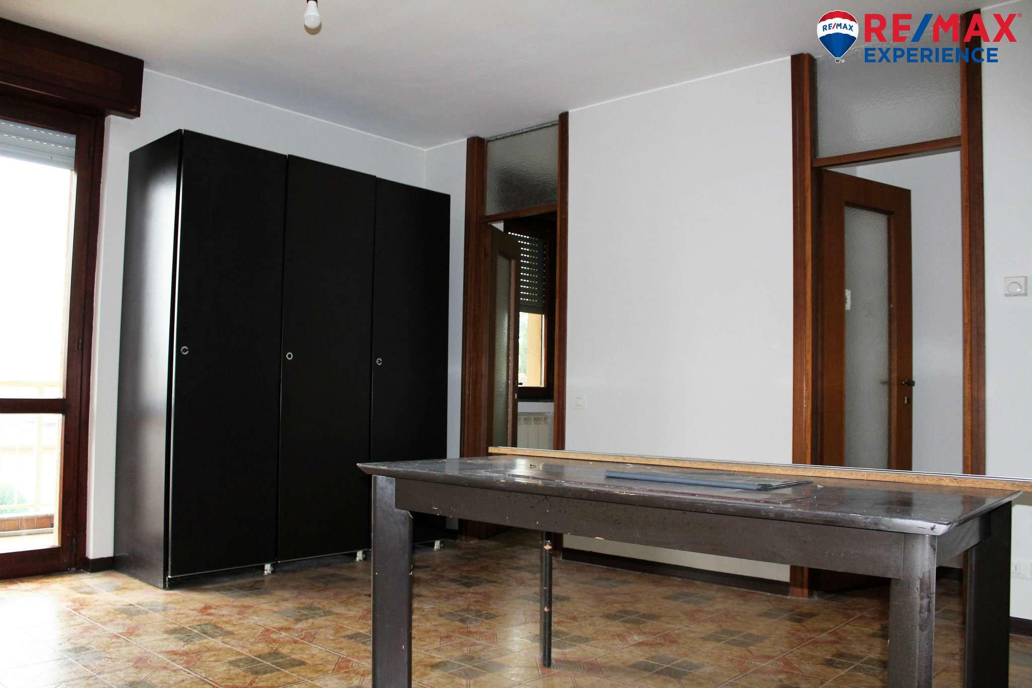 Appartamento in buone condizioni in vendita Rif. 8831810