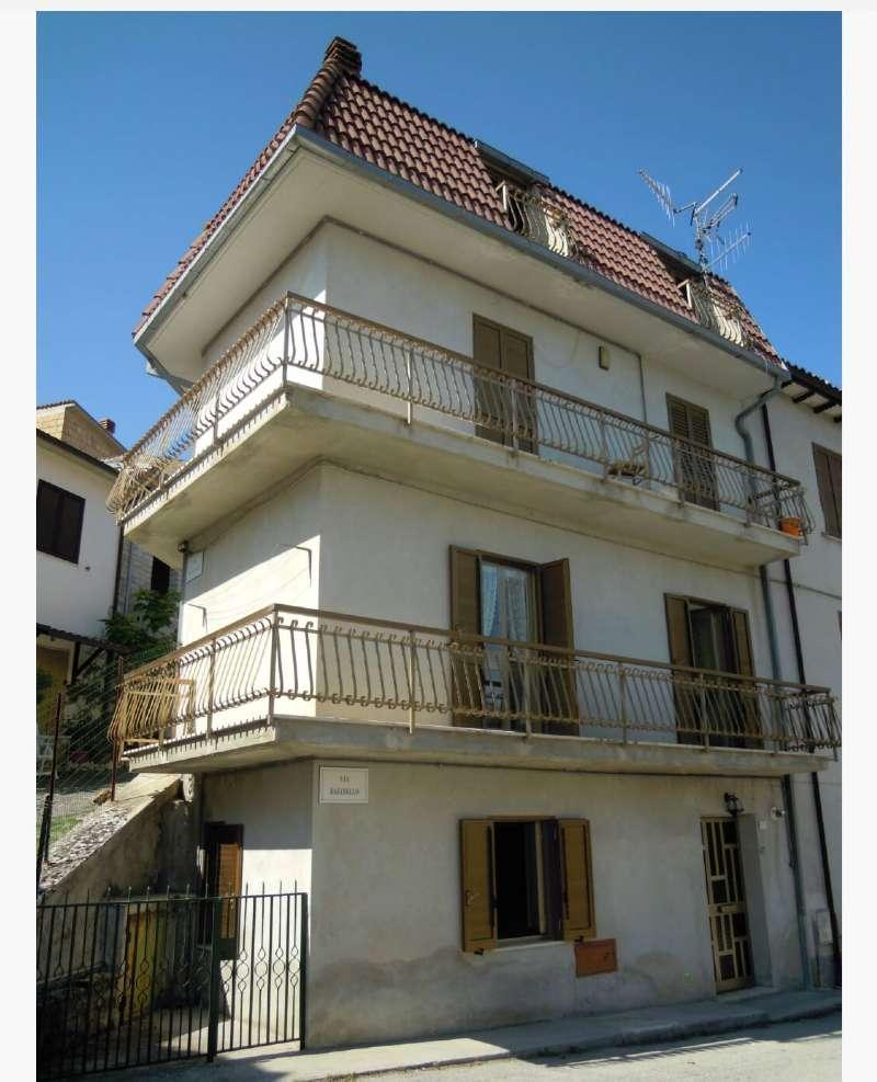 Appartamento in vendita a Barete, 3 locali, prezzo € 60.000 | CambioCasa.it